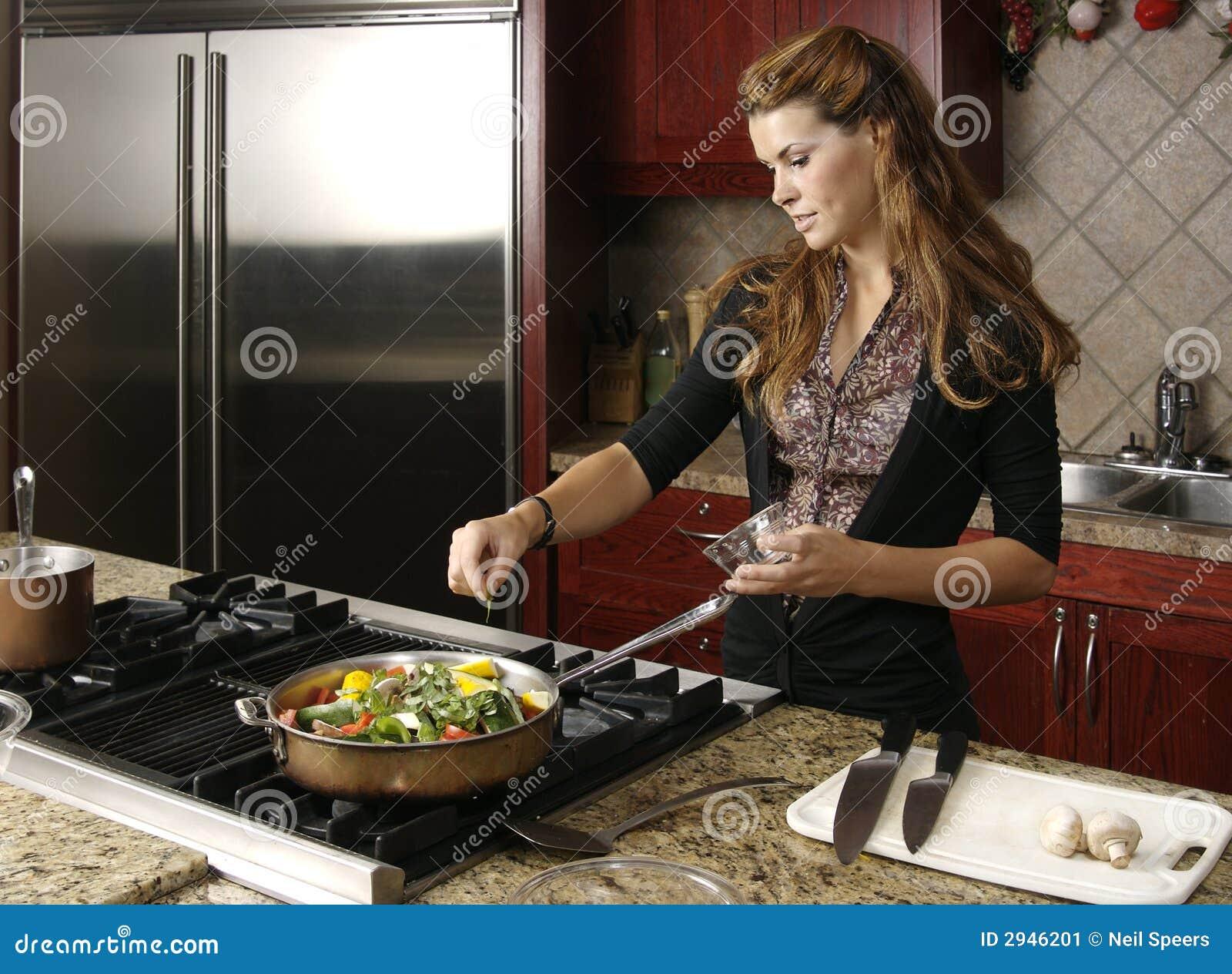 El cocinar en cocina moderna imagen de archivo imagen de estufa hermoso 2946201 - Cocinas de cocinar ...