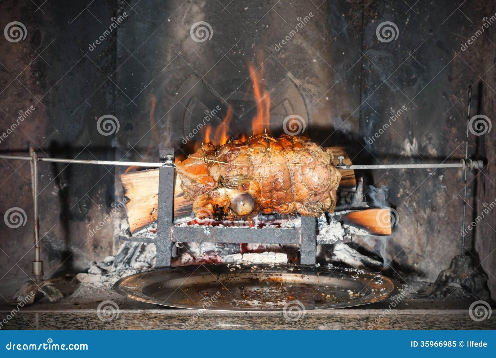 El cocinar en la chimenea