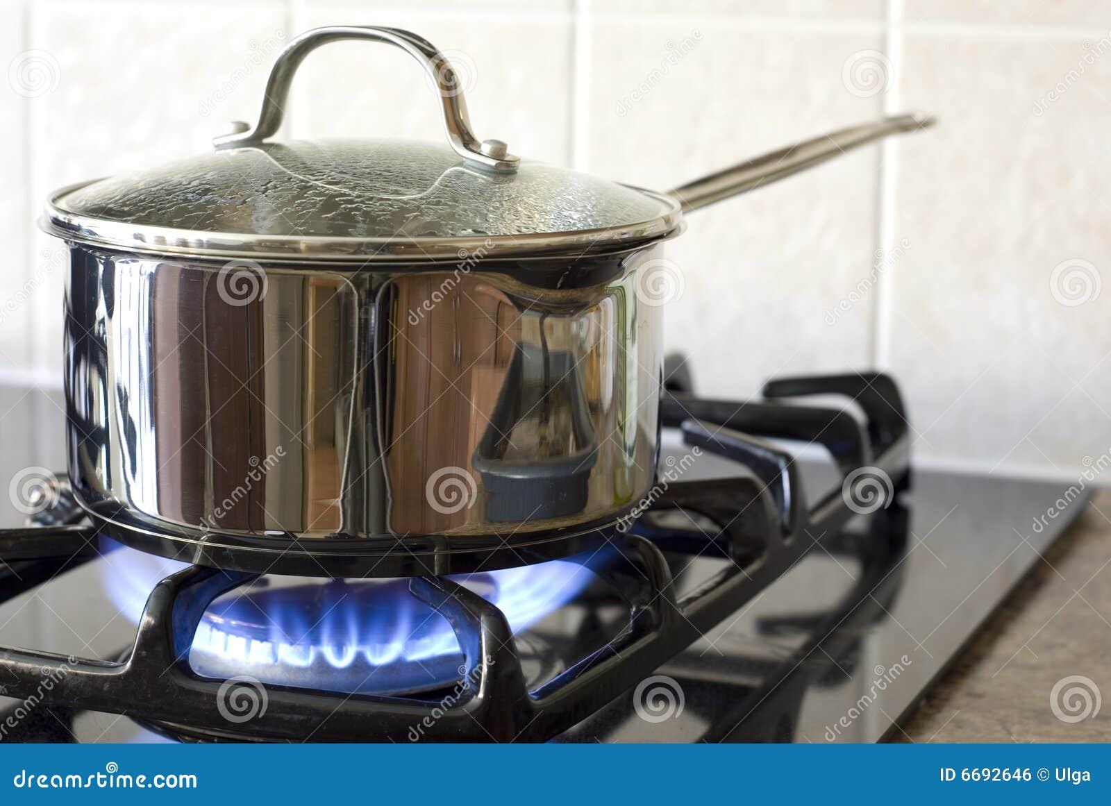 El cocinar en una estufa de gas - Estufas pequenas de gas ...