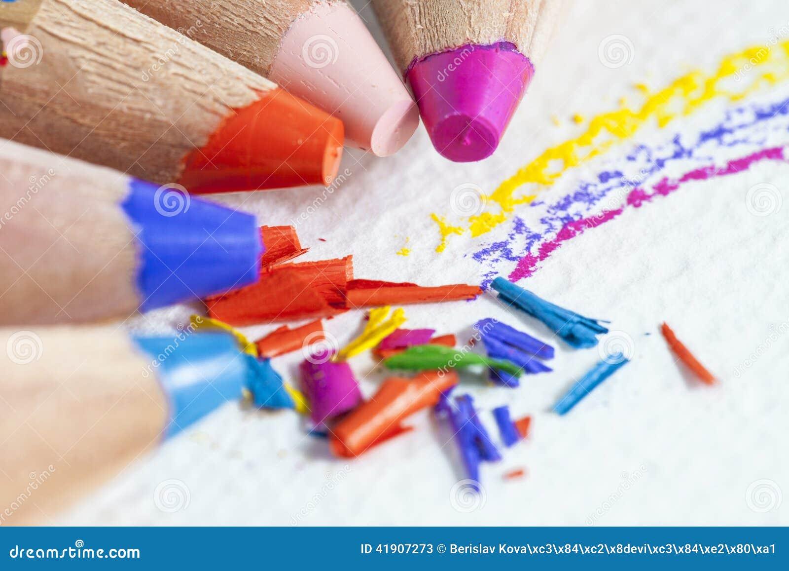 El color dibujó a lápiz virutas