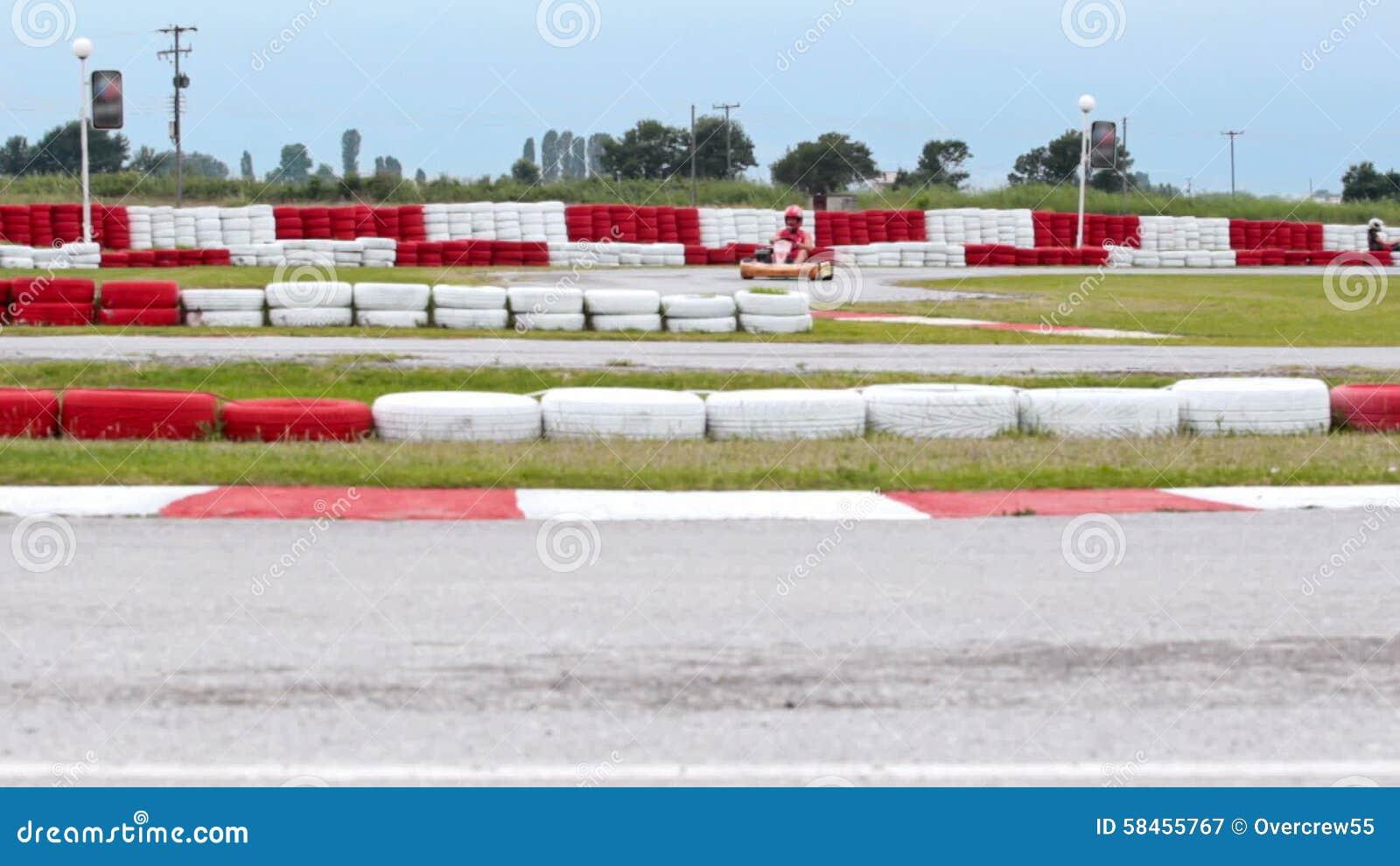 Circuito Karting : El competir con en el circuito de carreras karting almacen de video