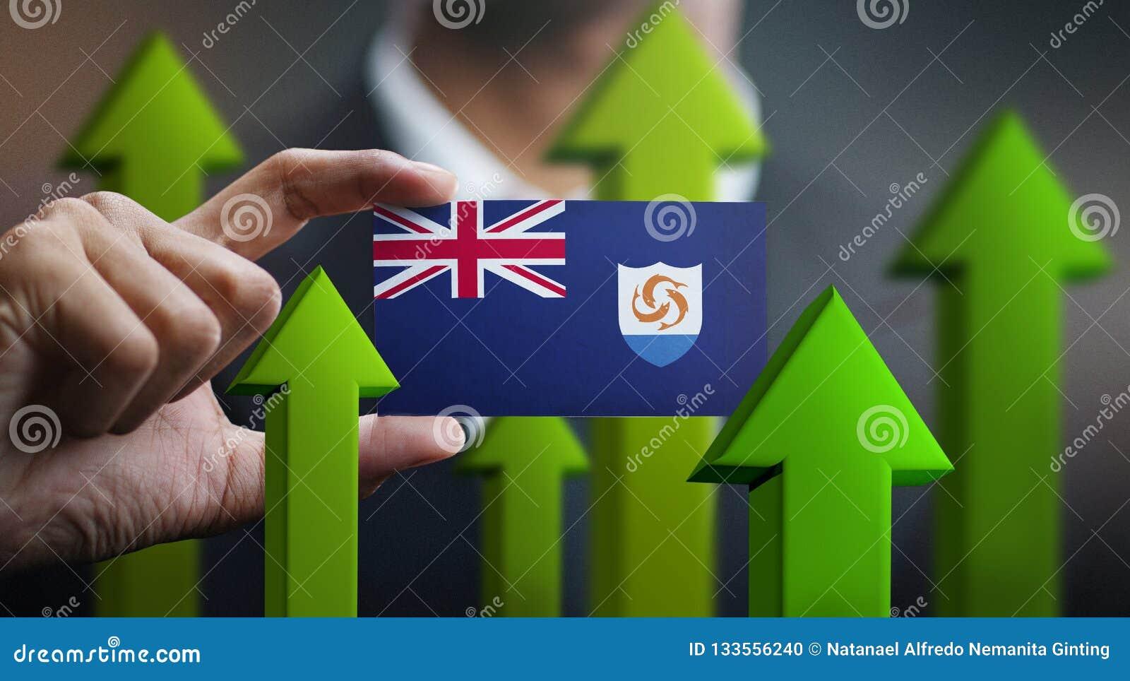 El concepto del crecimiento de la nación, se pone verde encima de las flechas - hombre de negocios Holding Car