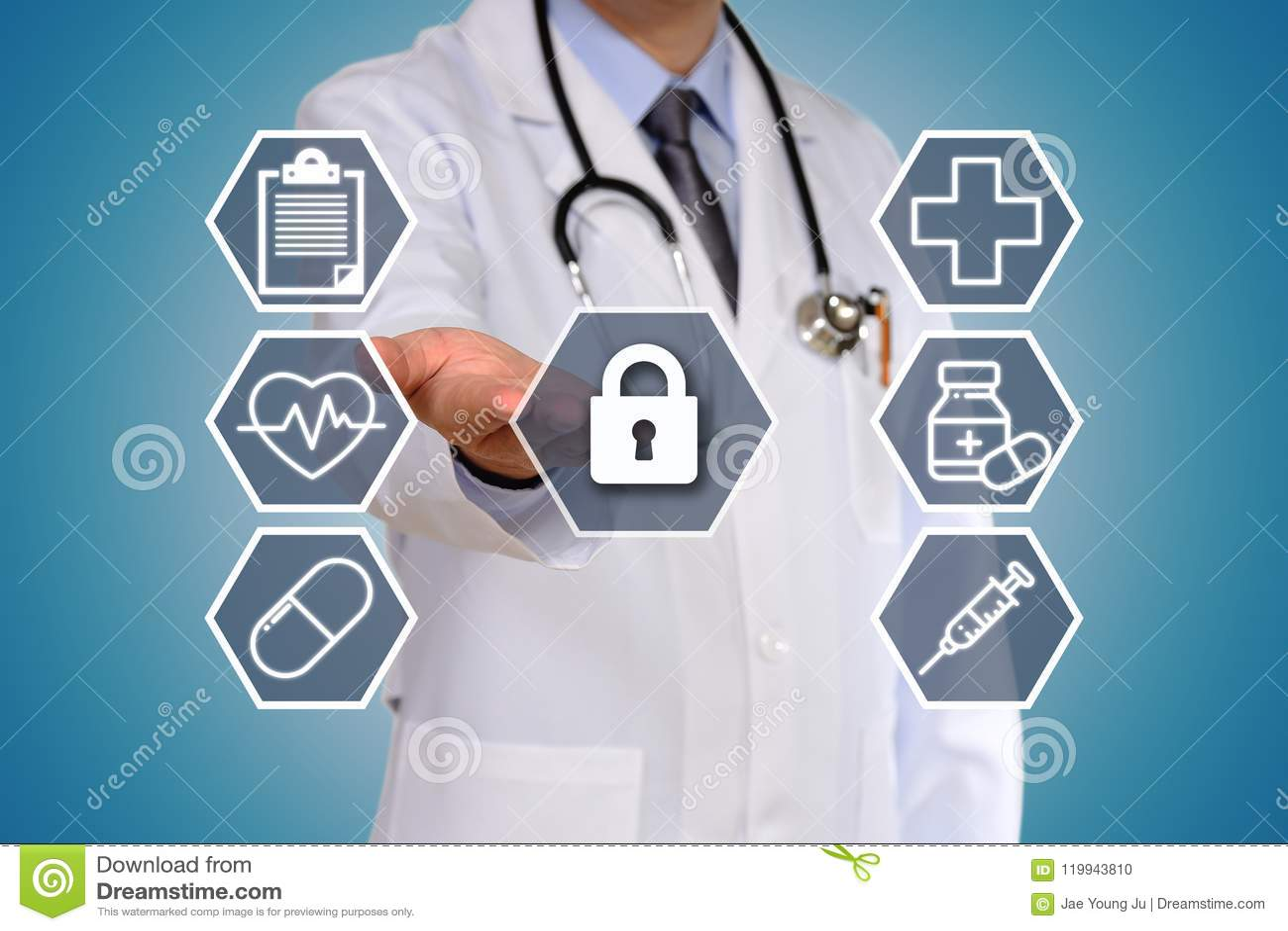 El concepto del doctor que tiene un examen médico