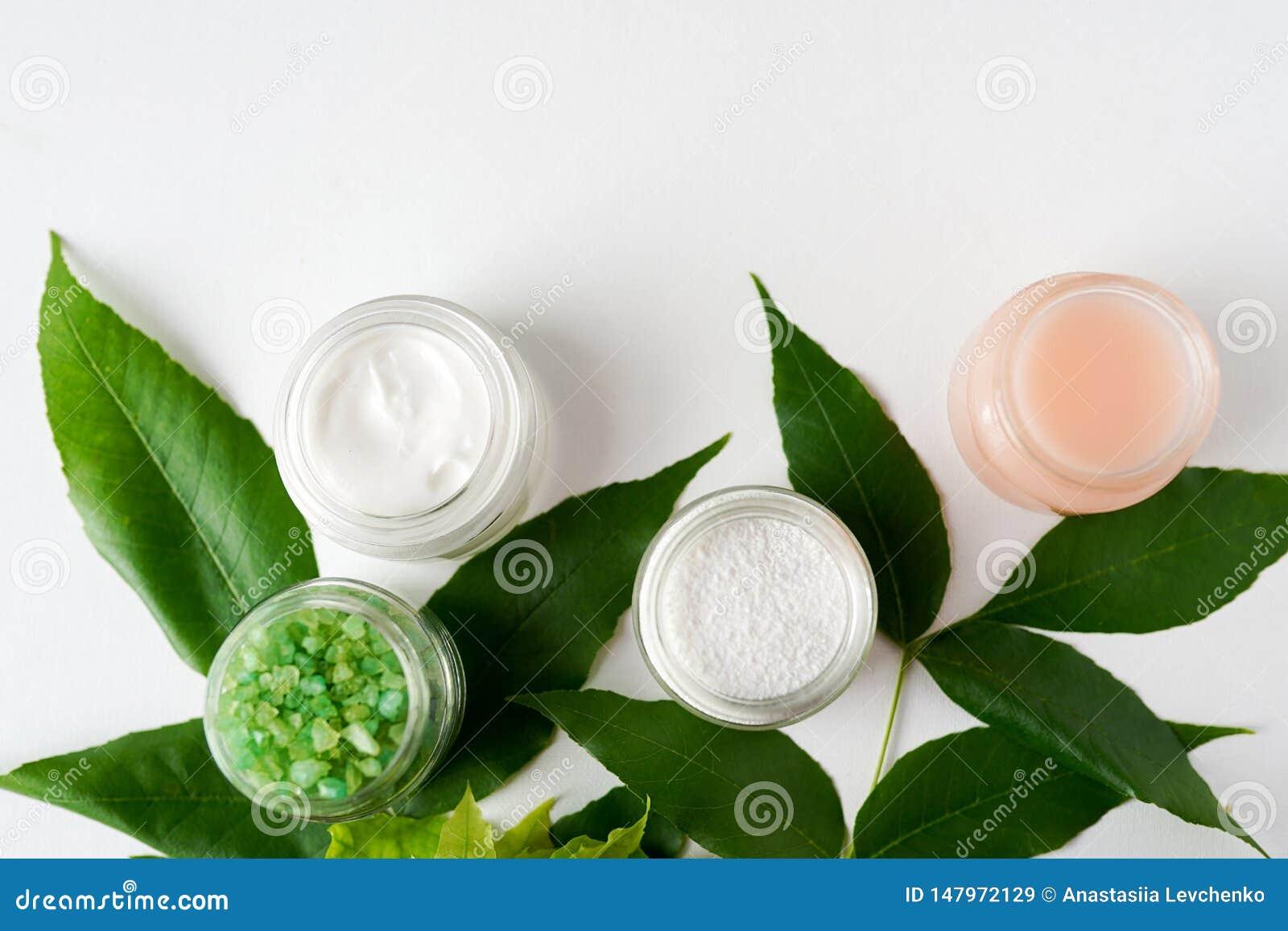 El concepto del tratamiento del balneario, pone completamente la máscara cosmética natural de los productos, gel, opinión de la s