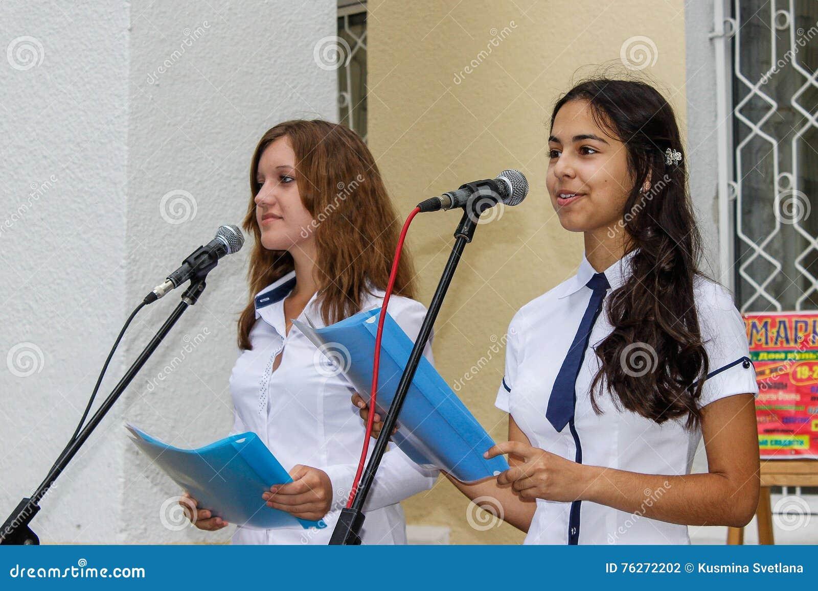 El concierto al aire libre de los niños en la región de Gomel de la República de Belarús