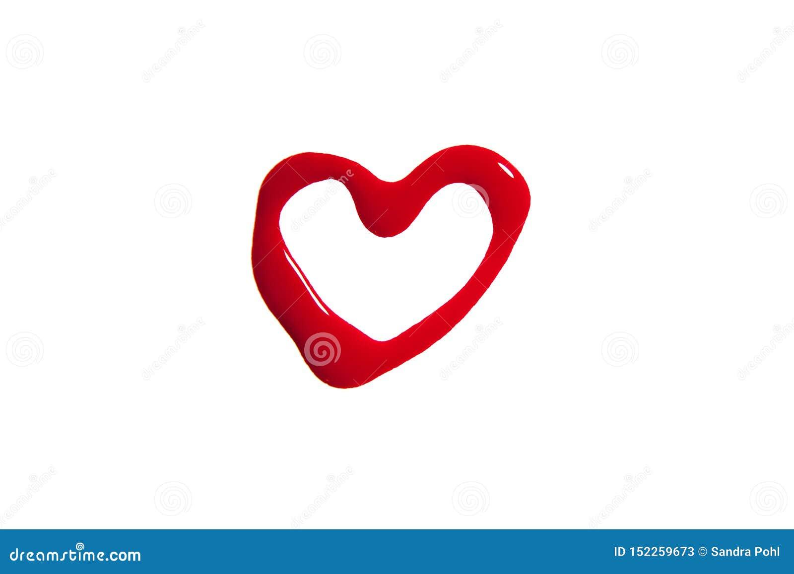 El corazón hizo de esmalte de uñas en rojo