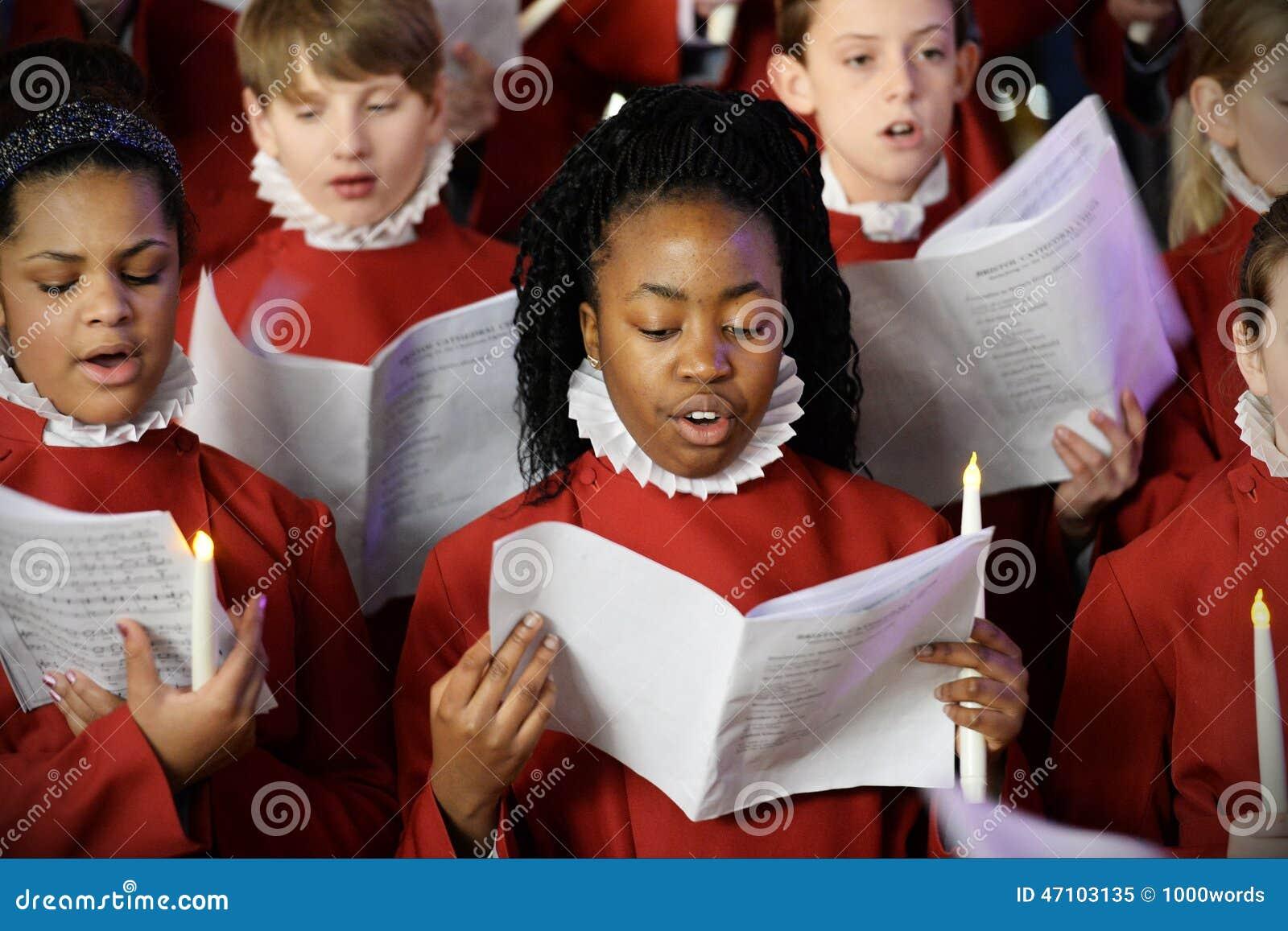 El coro realiza villancicos de la Navidad