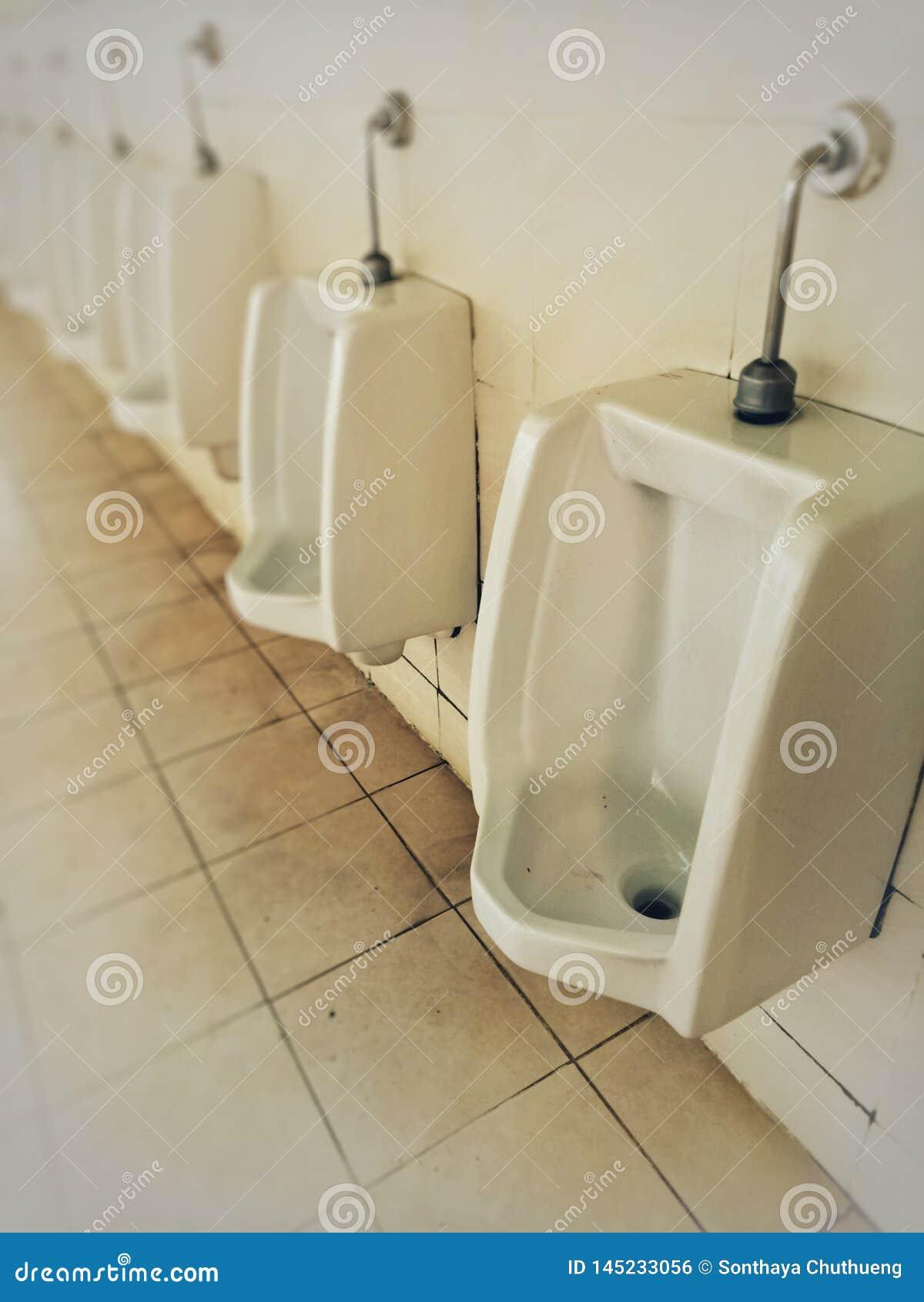El cuarto de baño es sucio