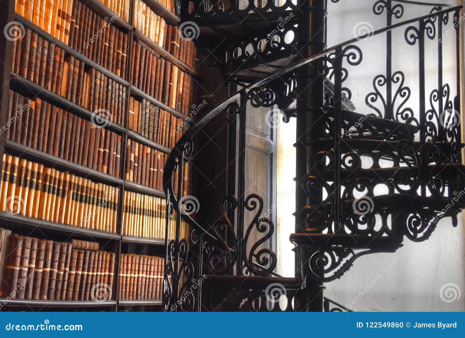 El cuarto largo en la biblioteca vieja en la universidad Dublín de la trinidad