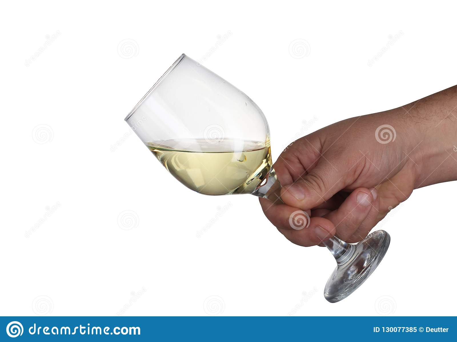 El cubilete de vino mantuvo una mano