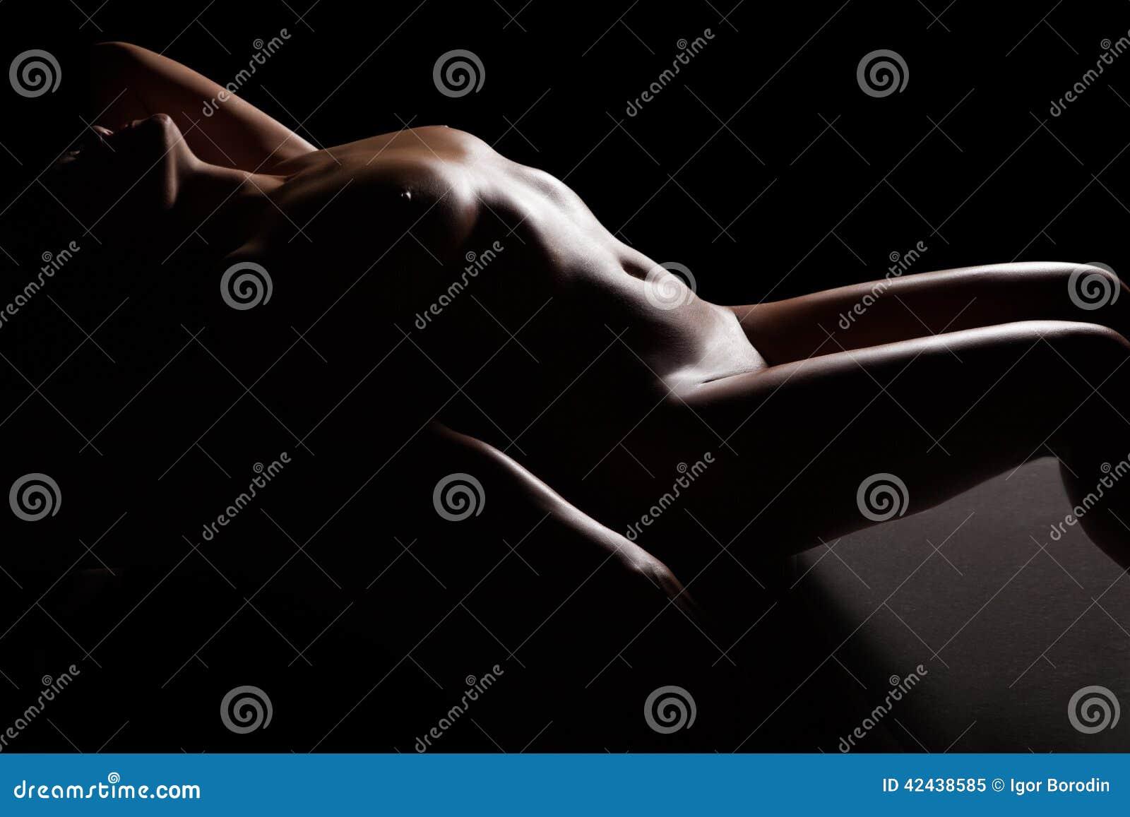El cuerpo de la mujer desnuda hermosa
