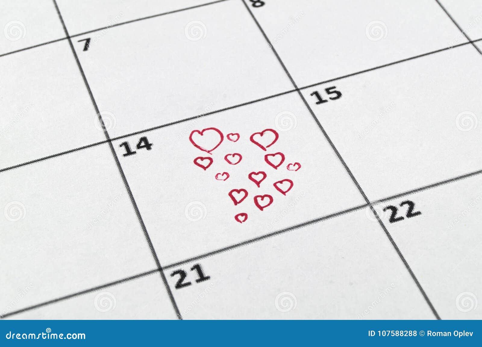 El 14 De Febrero Con Un Dibujo De Lápiz Rojo Un Corazón Foto De