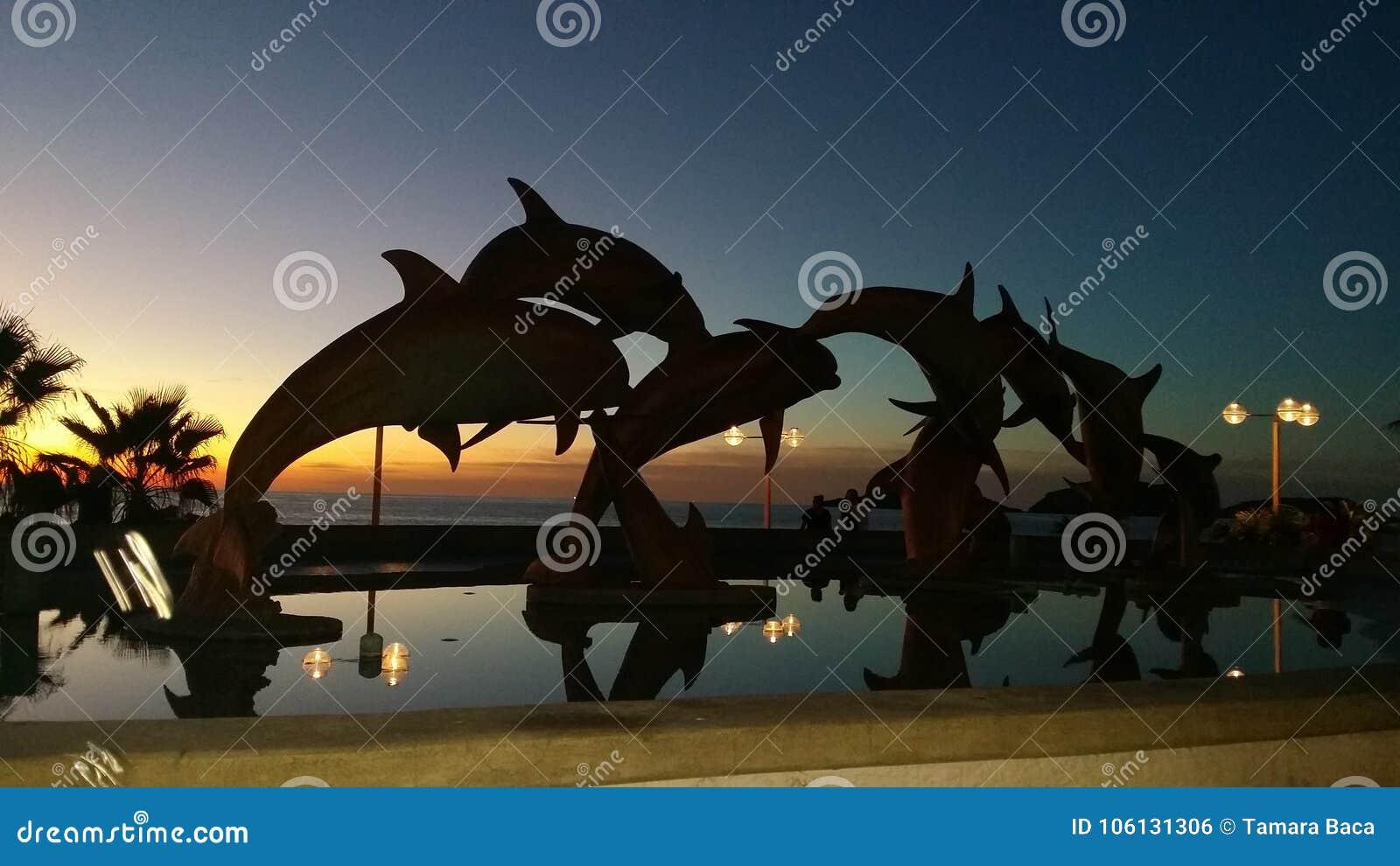 EL Delfin, malecon
