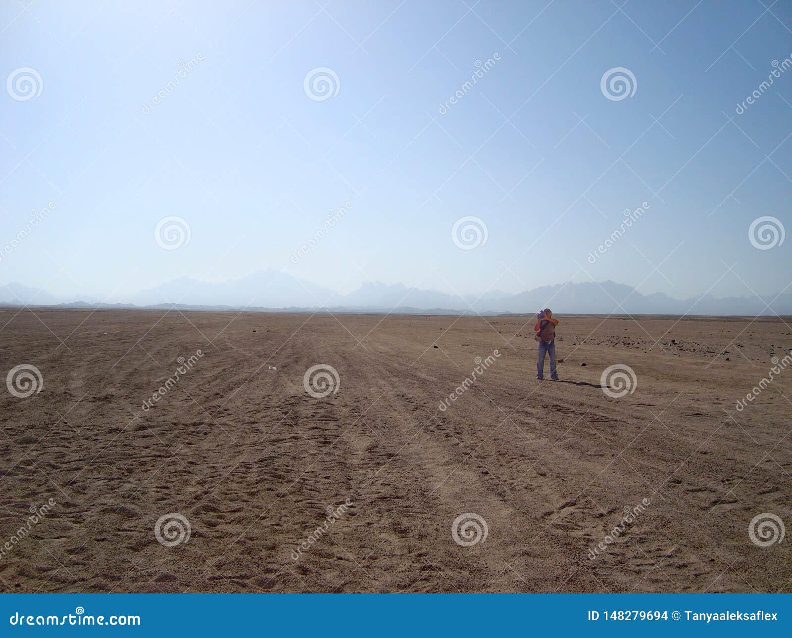 El desierto ?rabe y las monta?as
