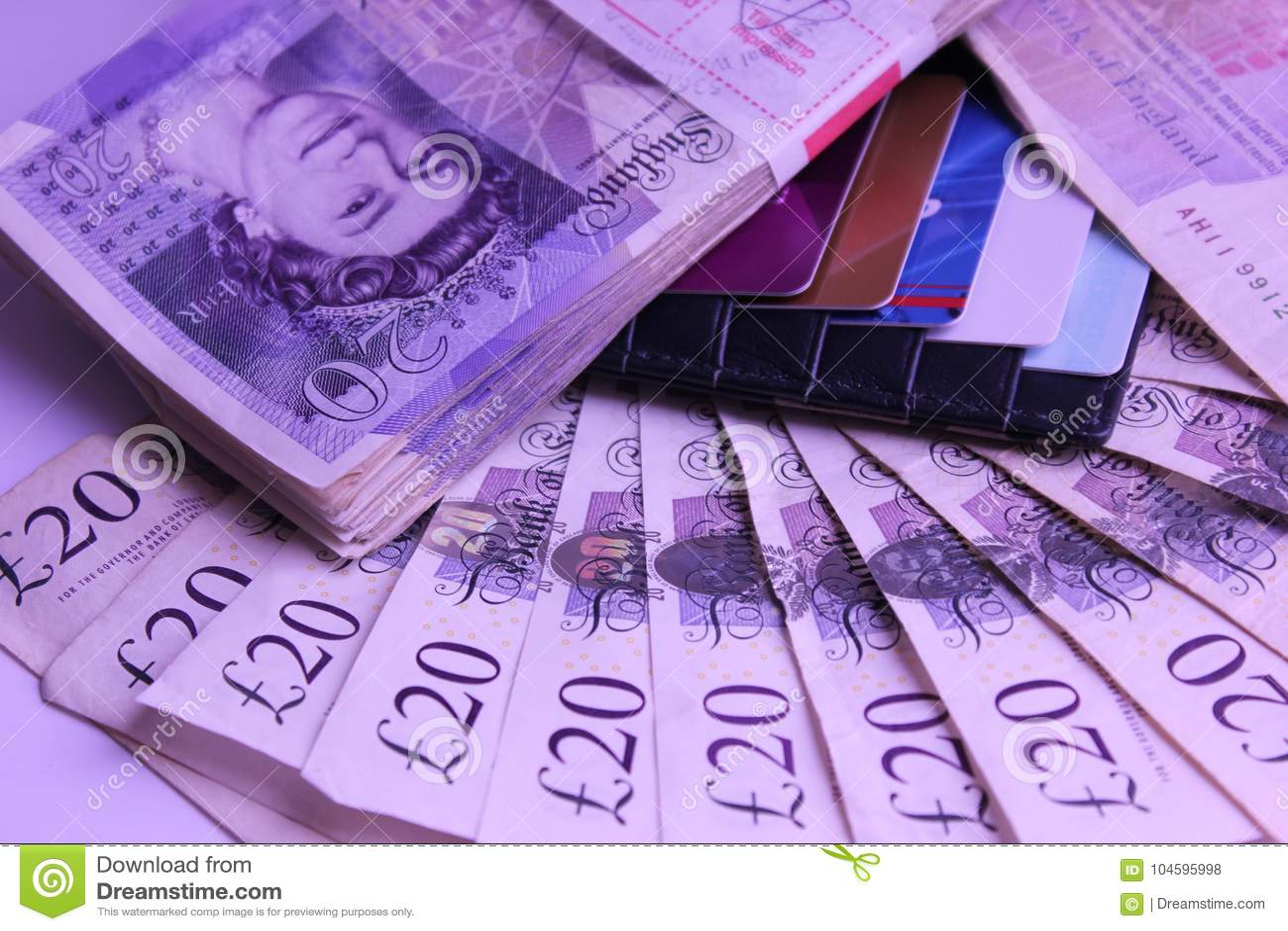 El dinero para gastar 1000 libras que mienten en renta de la tabla viaja