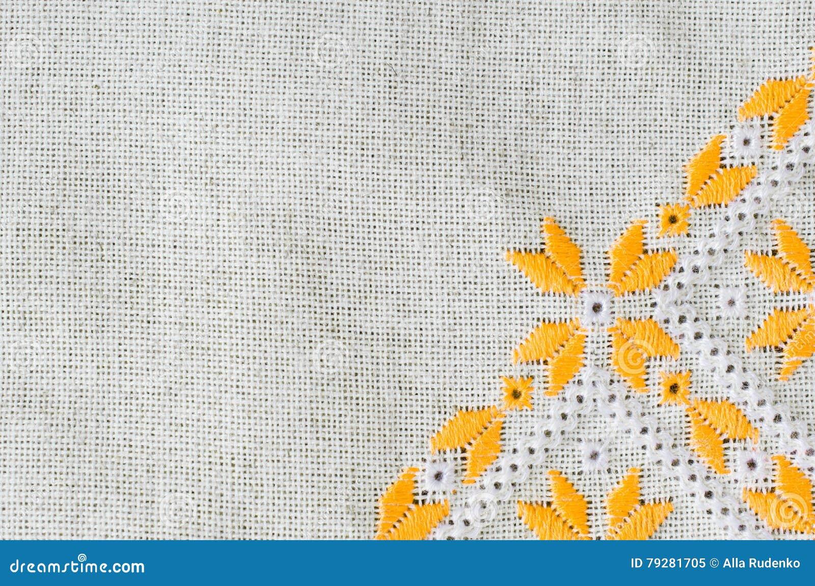 El Diseño Del Bordado Por El Algodón Amarillo Y Blanco Rosca En El ...