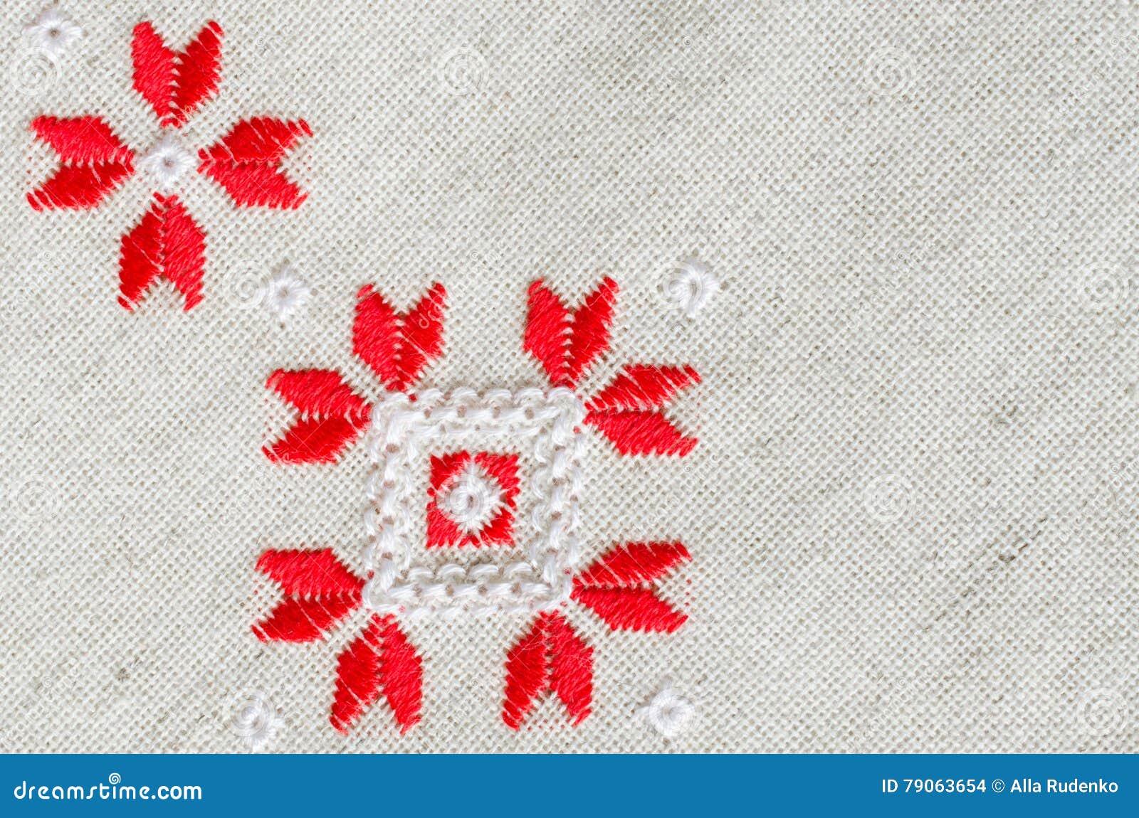 El Diseño Del Bordado Por El Algodón Rojo Y Blanco Rosca En El Lino ...