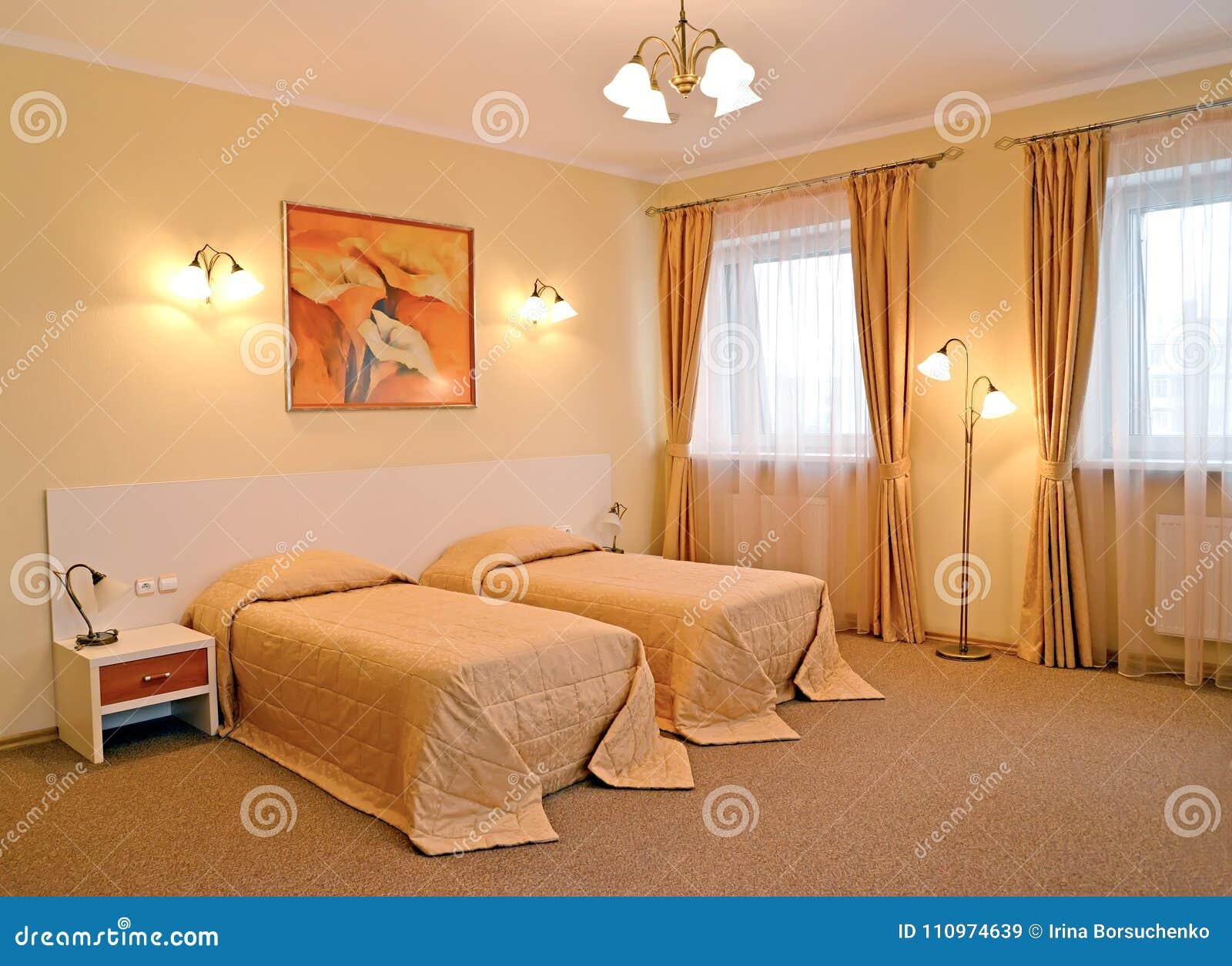 El Dormitorio Con La Cama Dos Obras Clásicas Modernas Imagen