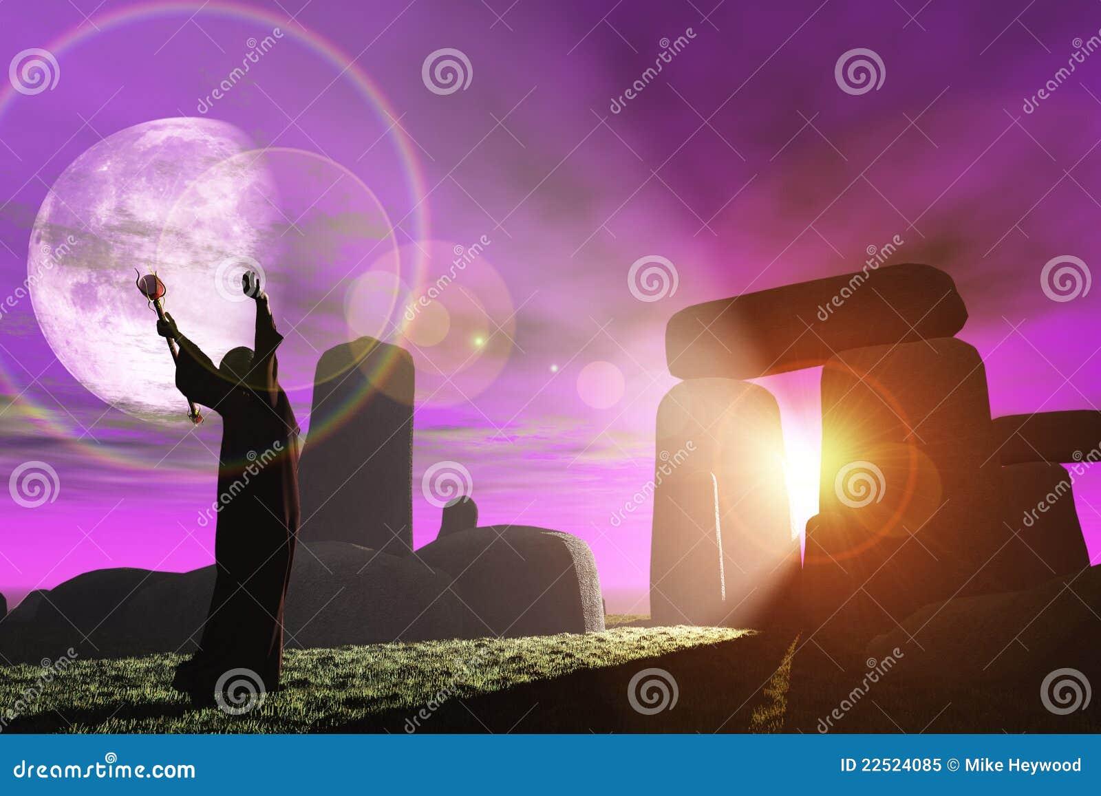 El druida saluda el amanecer en Stonehenge