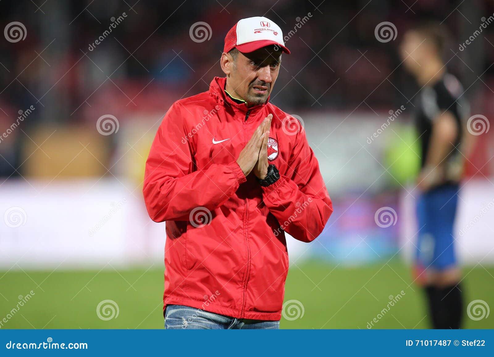 El encargado de equipo, Ionel Danciulescu chocó a Patrick Ekeng murió en el campo de fútbol