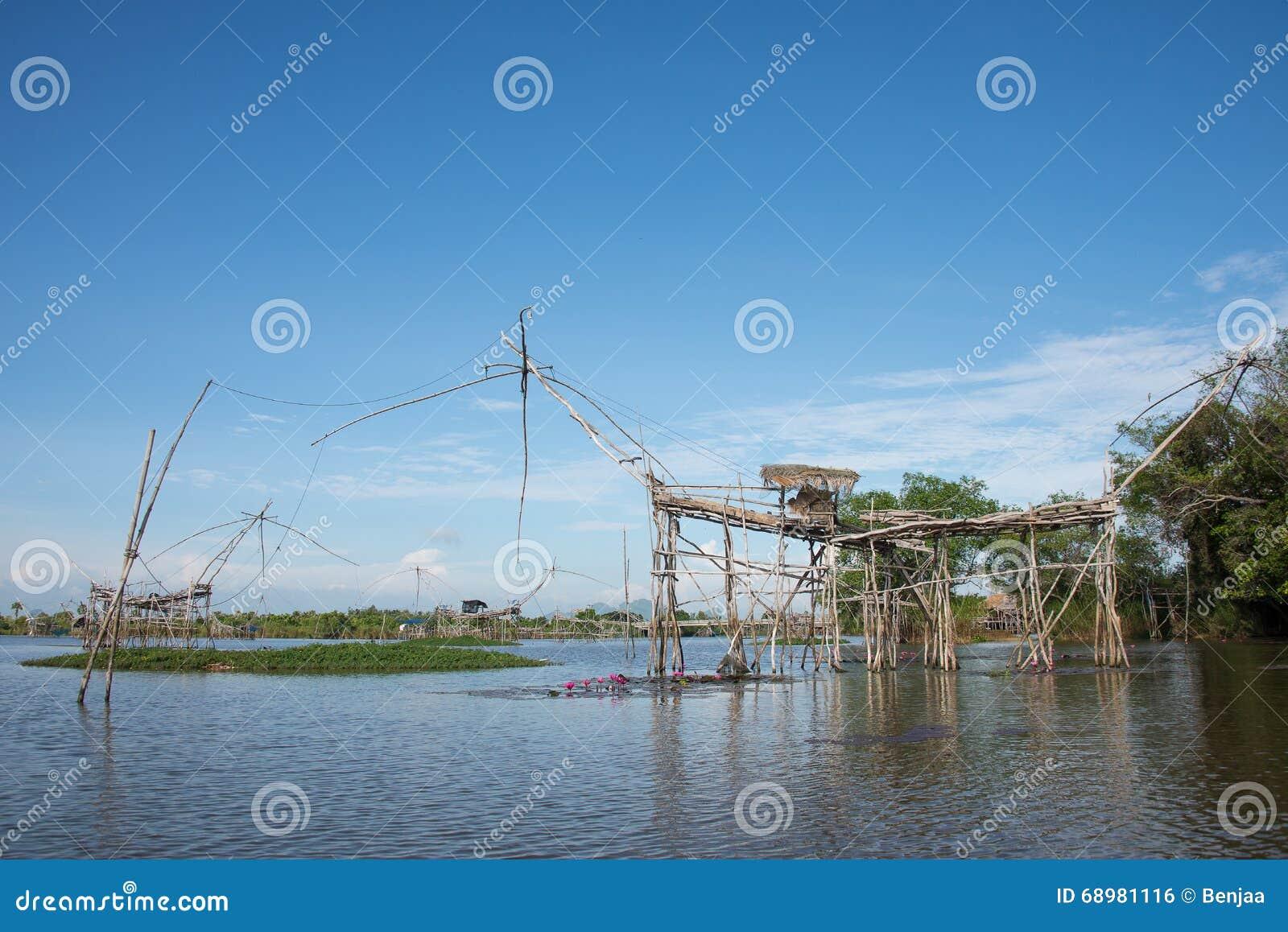 El equipo de pesca de la ruina