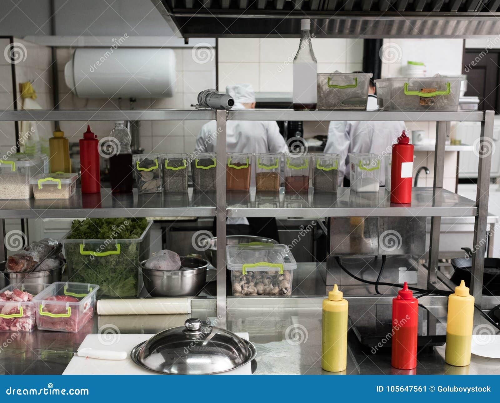 El Espacio De Trabajo Interior De La Cocina Del Restaurante Limpio