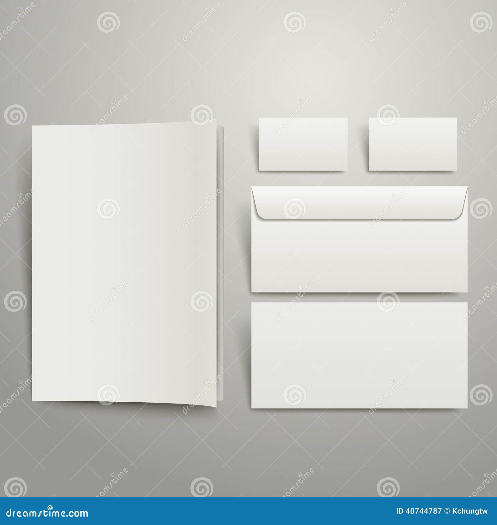 El espacio en blanco envuelve la tarjeta y la carpeta de visita