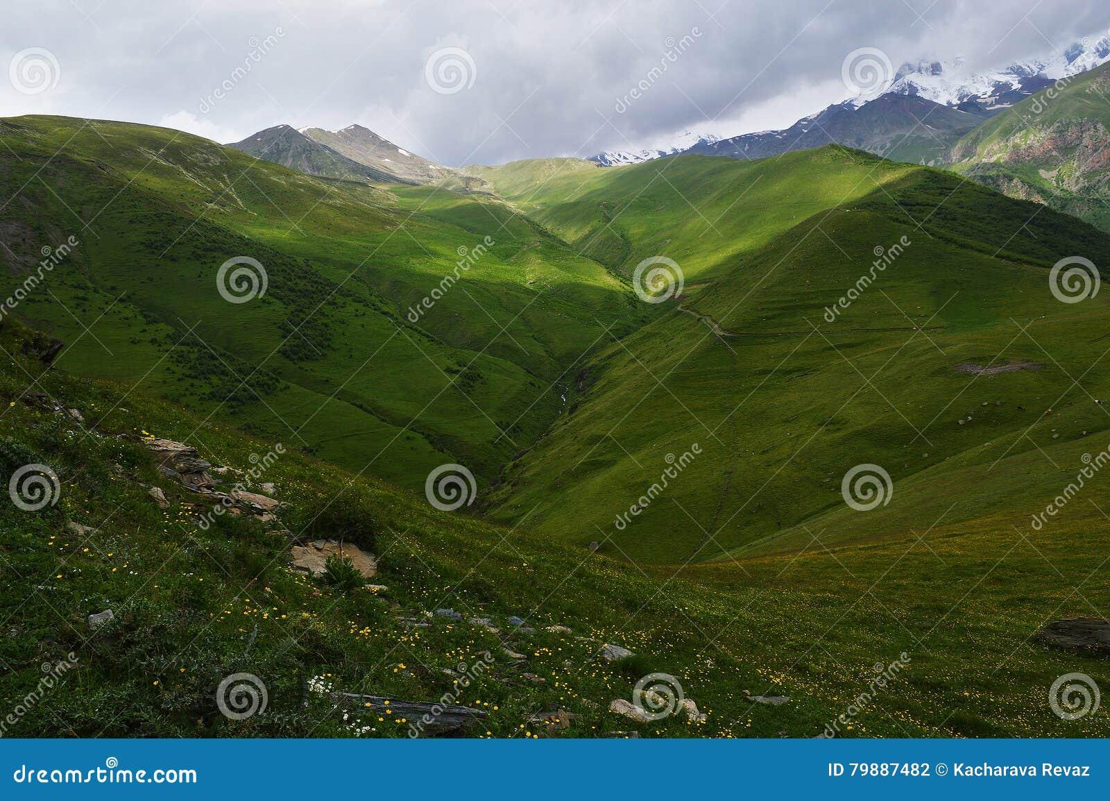 El esplendor de las montañas del Cáucaso