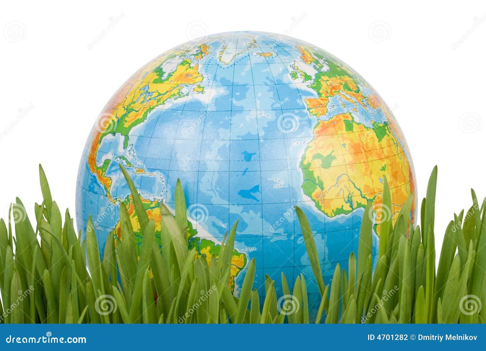 El globo en una hierba verde.