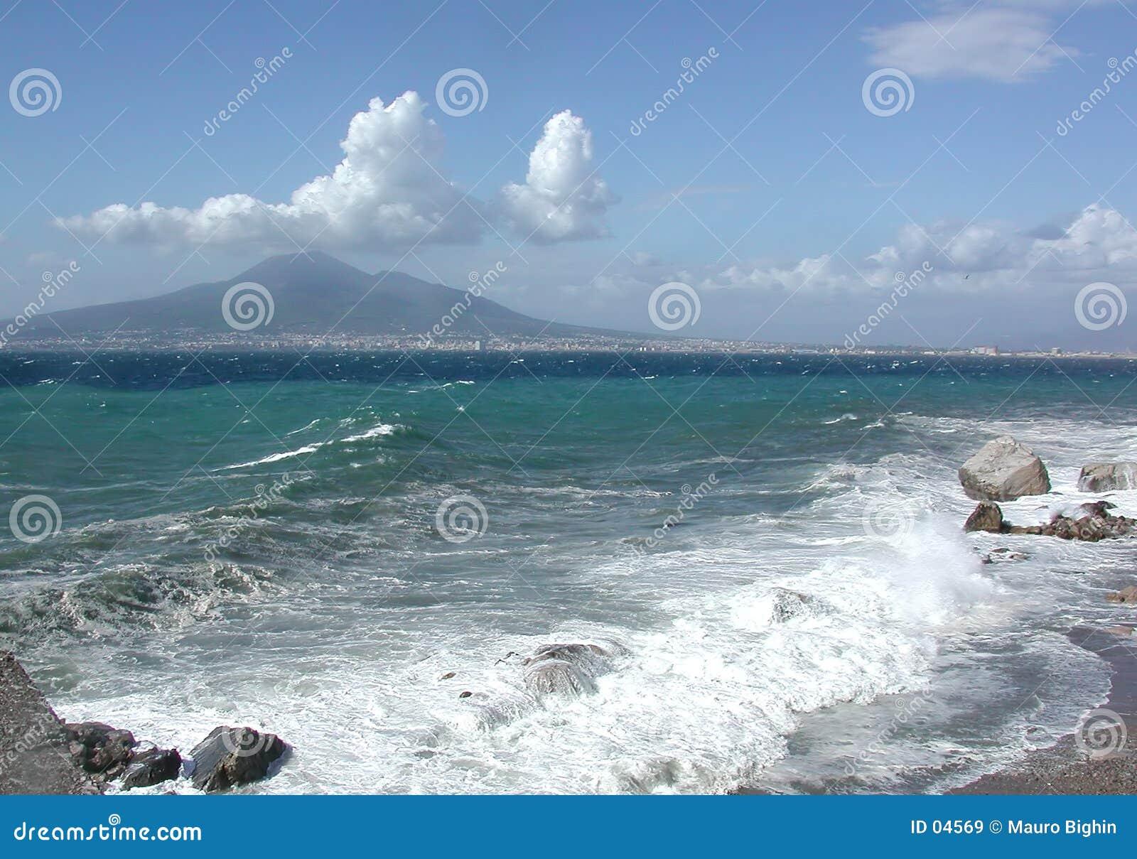 El golfo de Nápoles, Italia