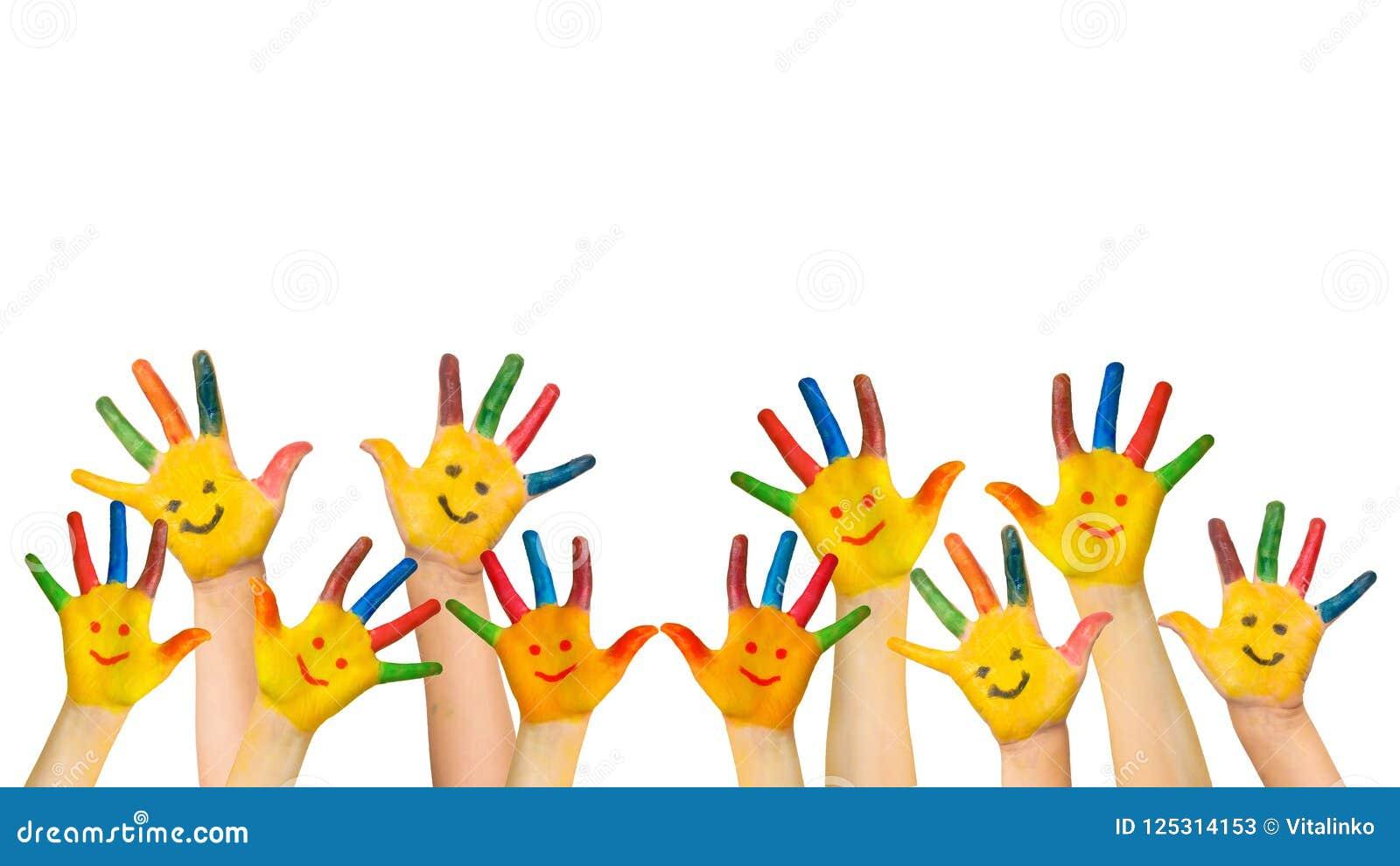 El grupo de aumentos felices de los niños da para arriba