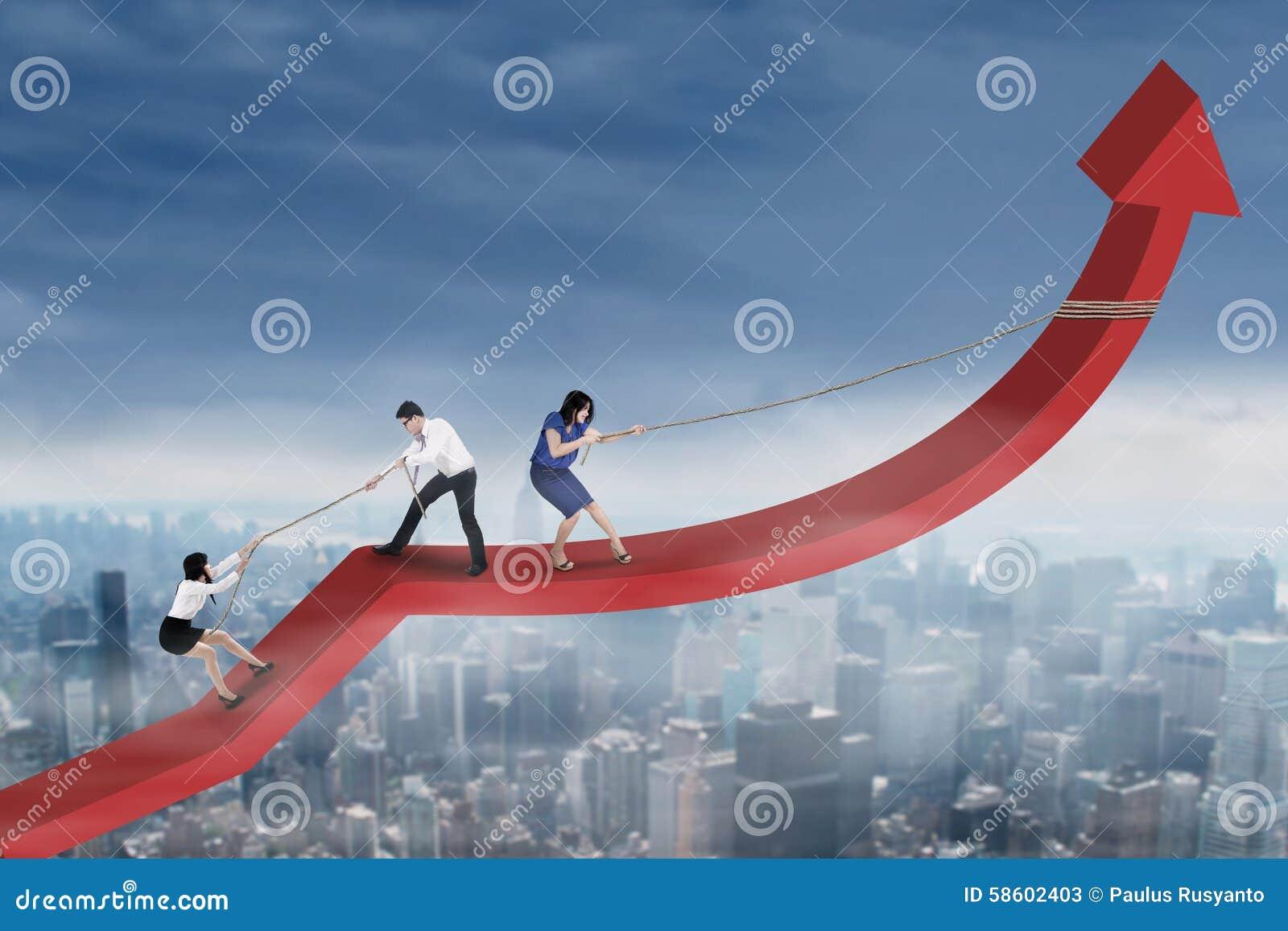 El grupo de empresarios aumenta el gráfico financiero