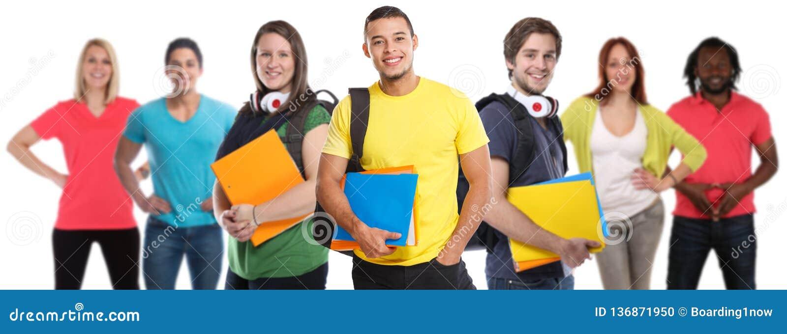 El grupo de gente joven del estudiante universitario de los estudiantes estudia feliz sonriente de la educación aislada en blanco