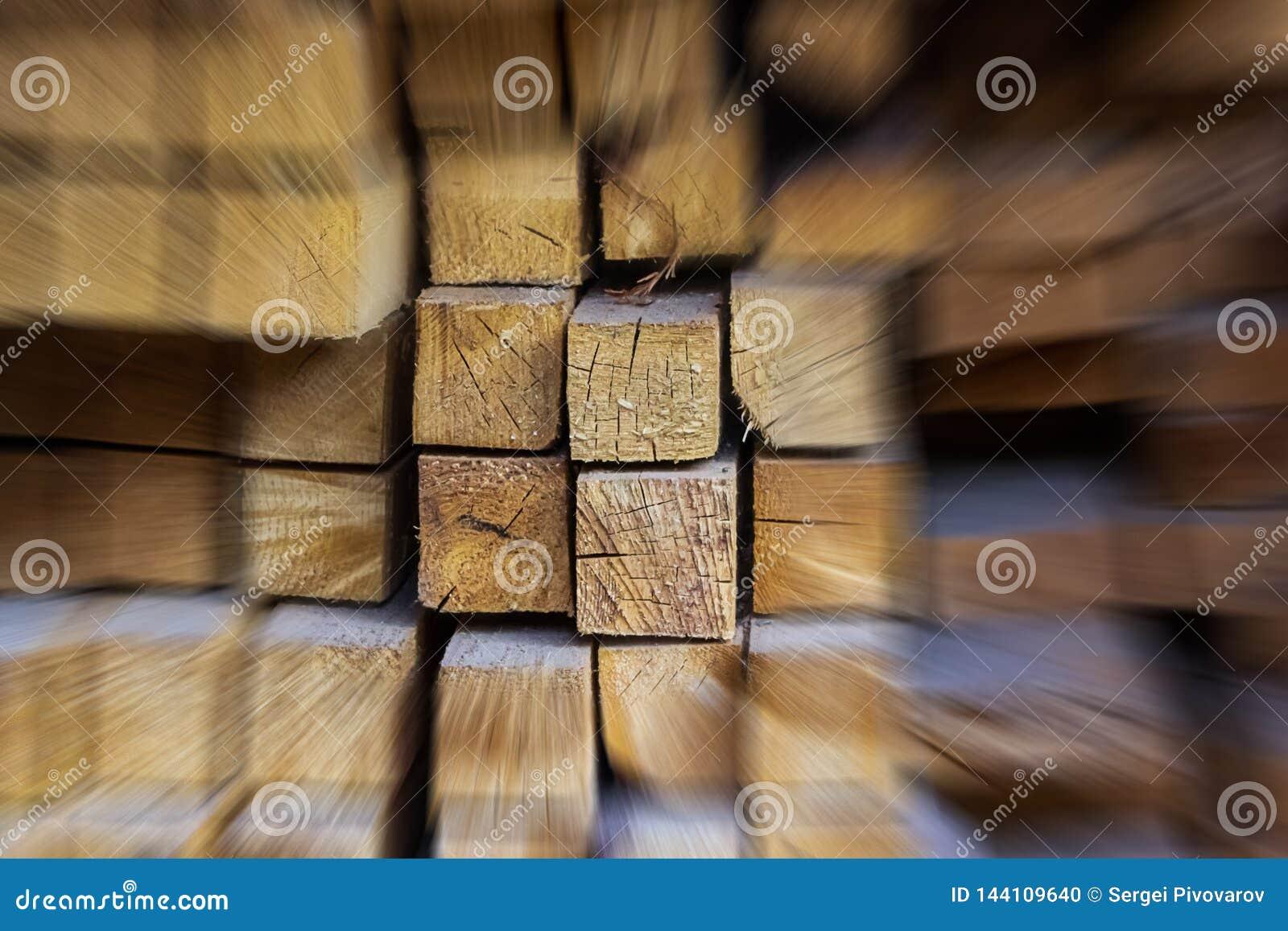 El grupo de madera abstracto del fondo de la aceleraci?n de haces entre los materiales de construcci?n borrosos destac? la base d