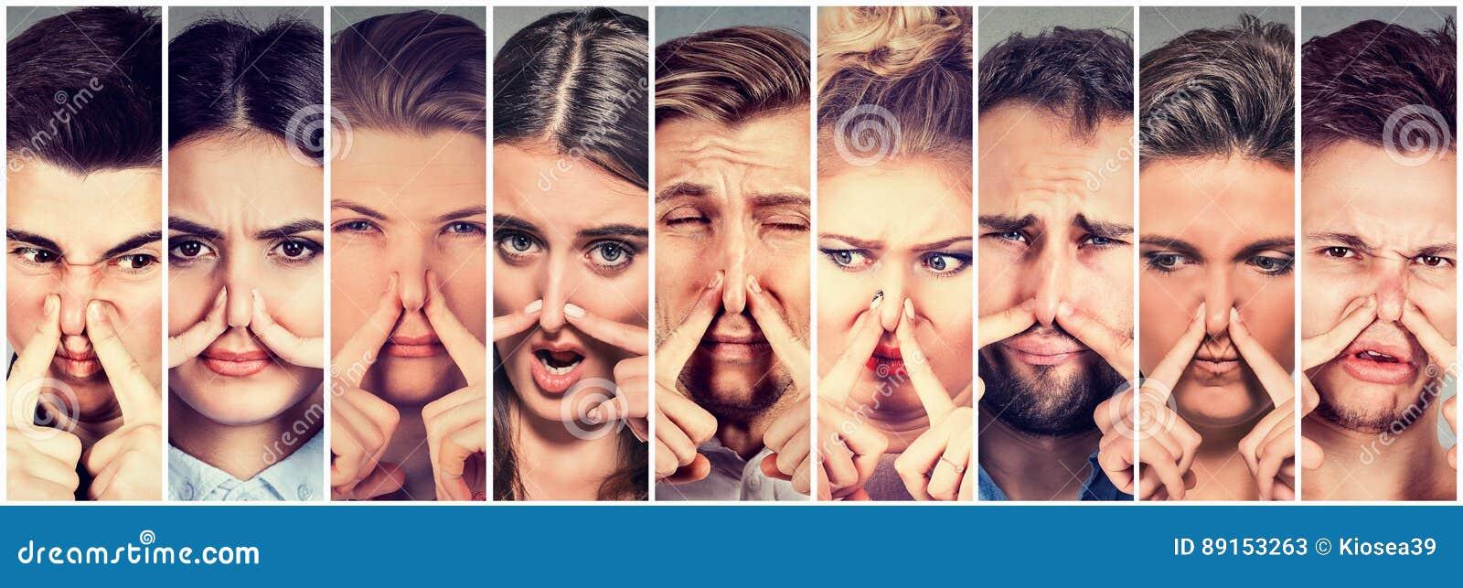El grupo de personas que pellizca la nariz con los fingeres algo apesta el mún olor