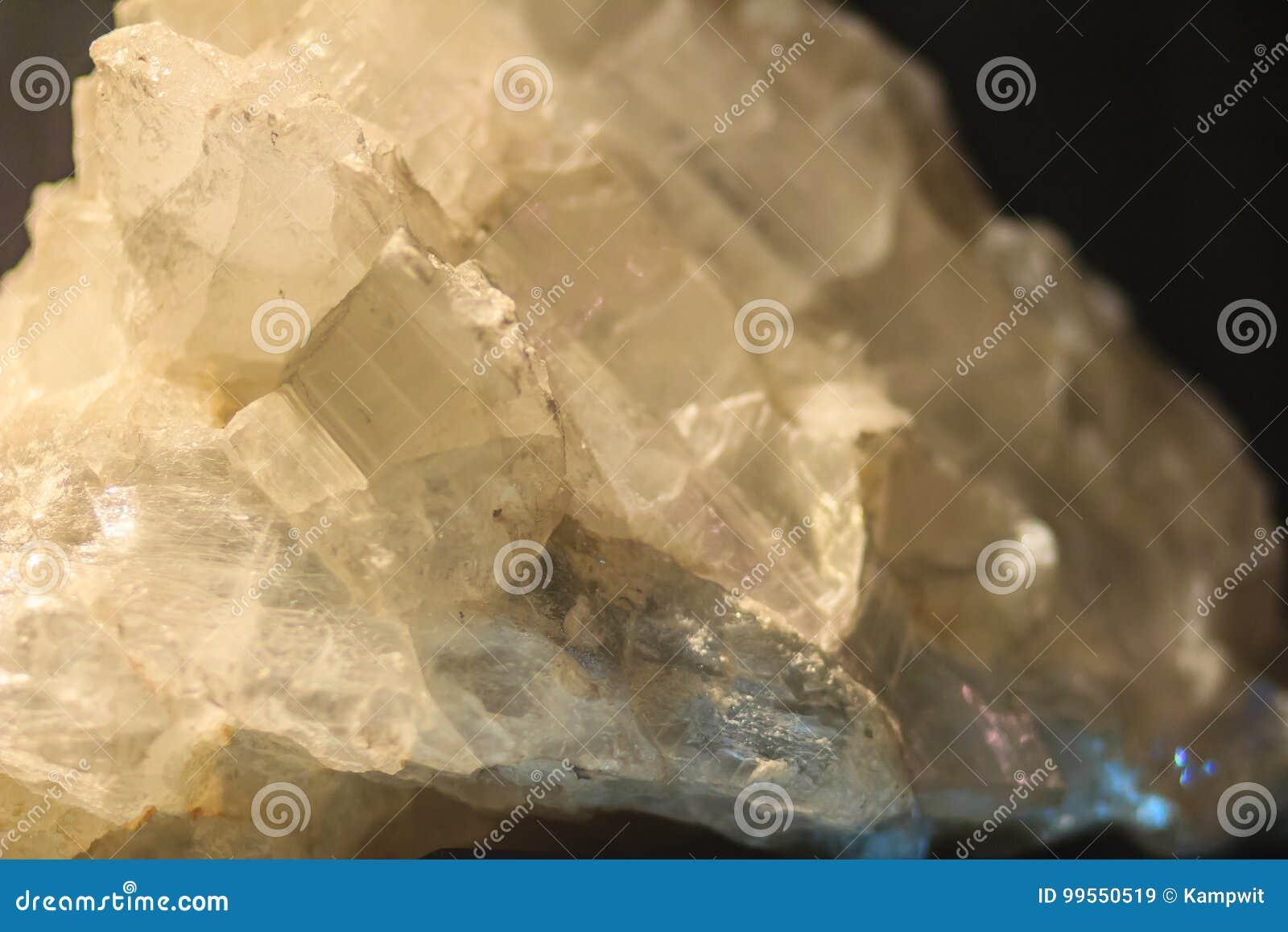 El hábito laminar del yeso o los cristales laminares del yeso oscila el specim