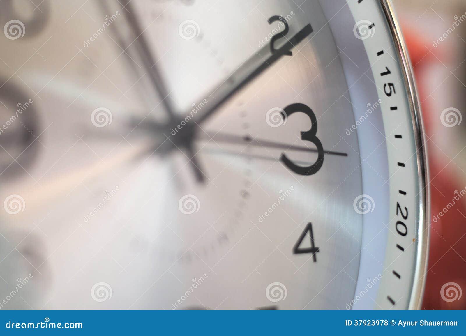 El hacer tictac del reloj de tiempo
