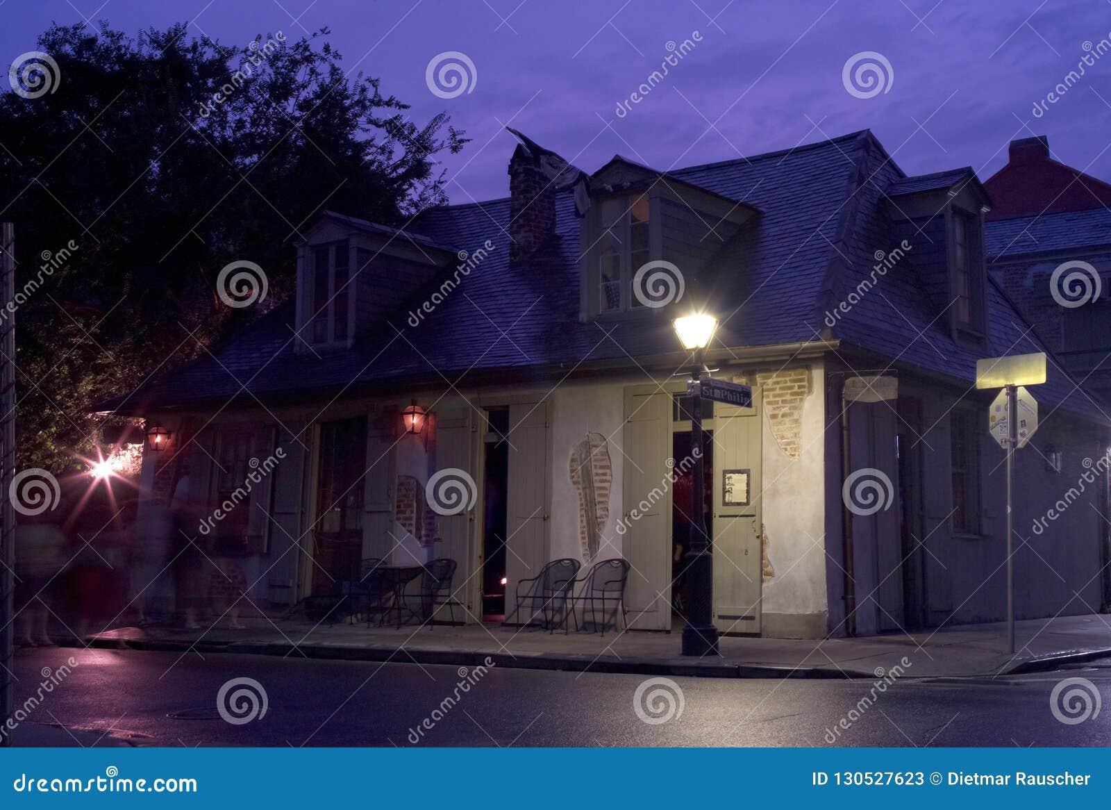 El herrero Shop Bar de Lafitte en New Orleans por la tarde