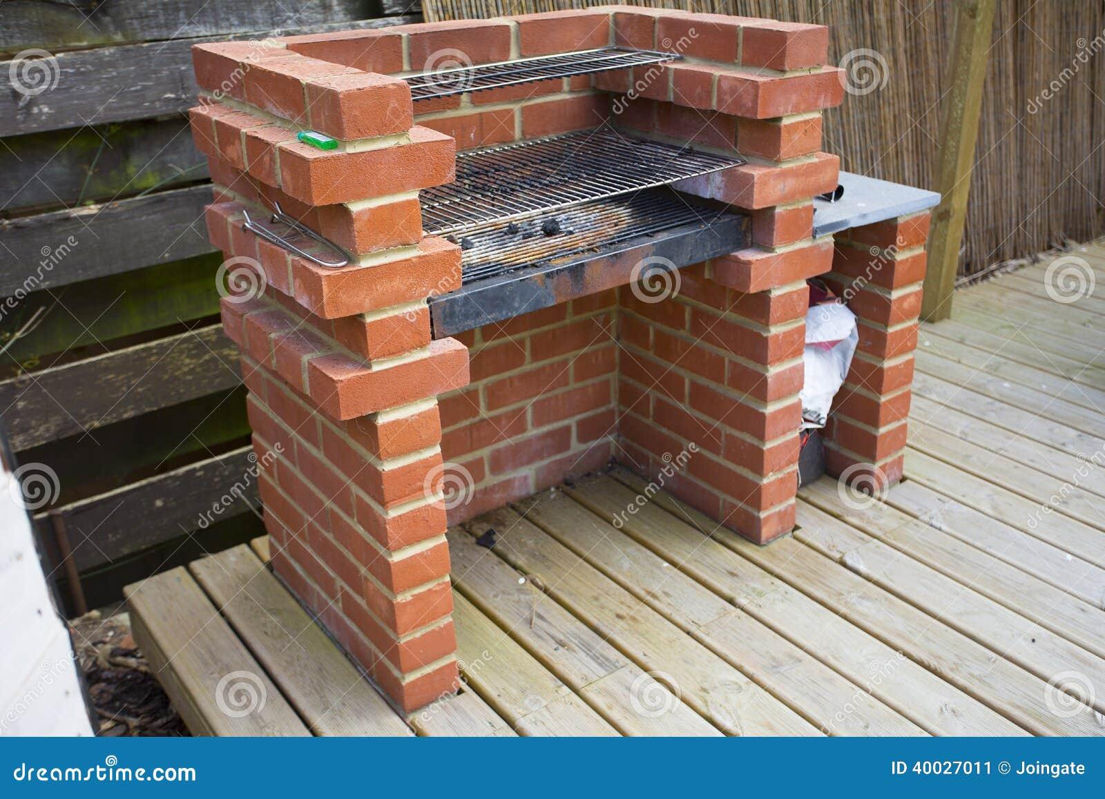 El hogar hecho construy la barbacoa del ladrillo imagen for Ladrillos para barbacoa