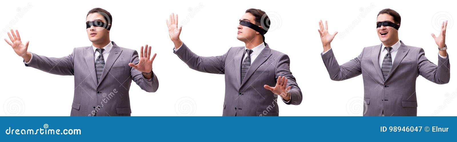 El hombre de negocios con los ojos vendados aislado en blanco