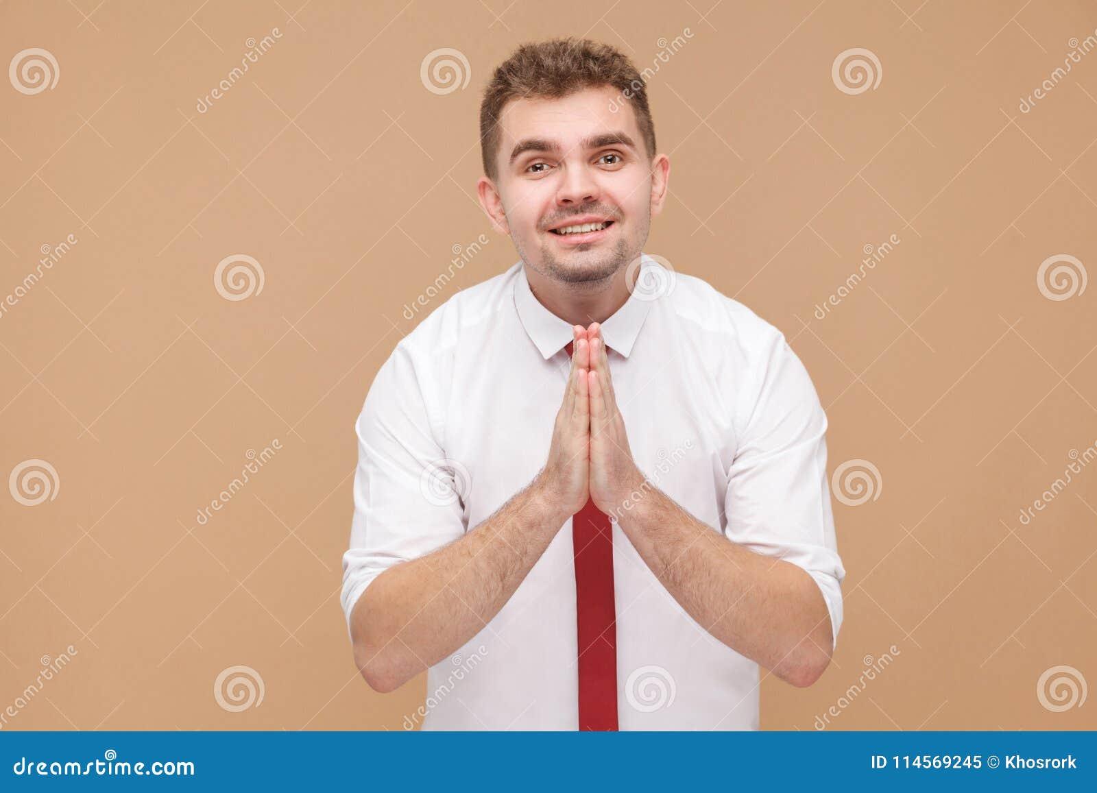 El hombre de negocios dice me perdona por favor que necesito el dinero
