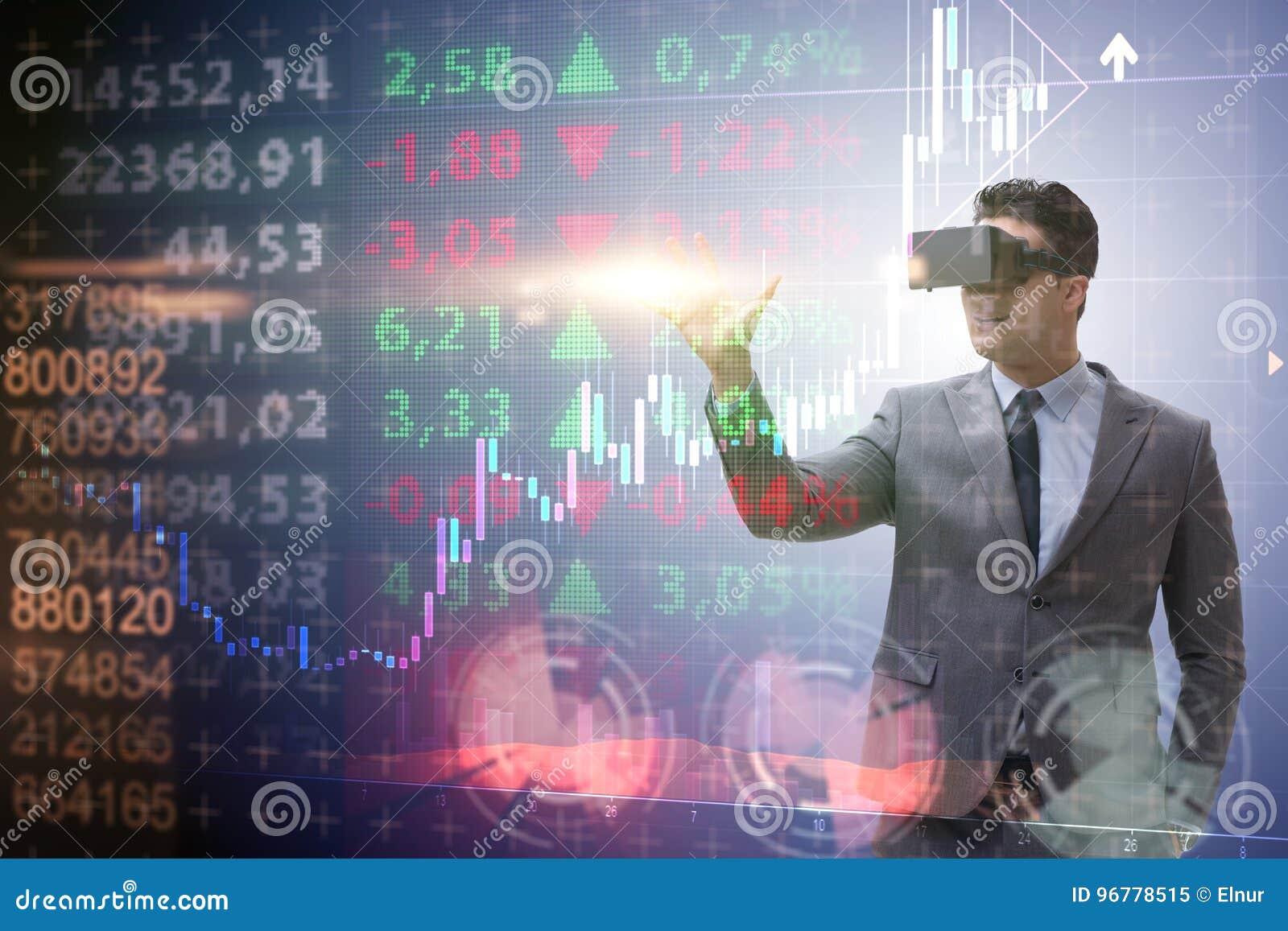 El hombre de negocios en la realidad virtual que negocia en mercado de acción