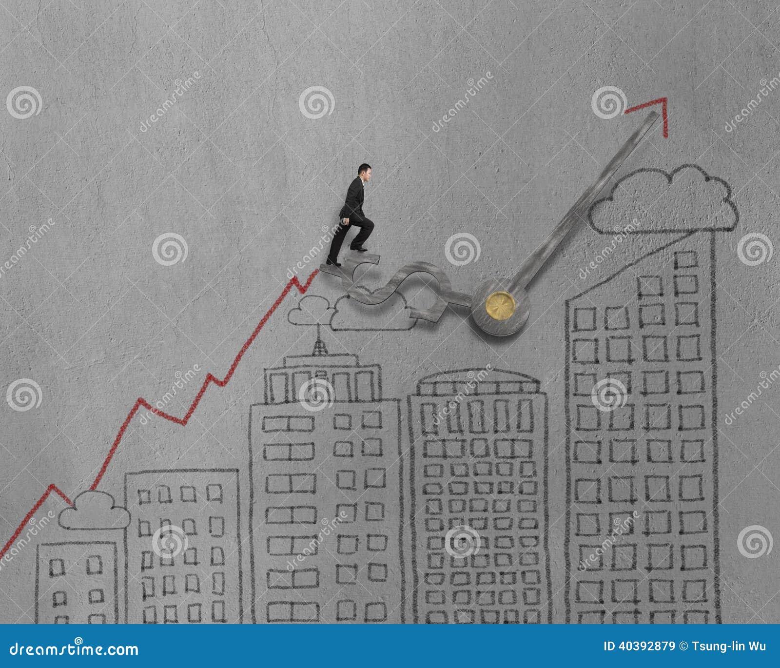 El hombre de negocios que camina en las manos de reloj con el edificio moderno garabatea