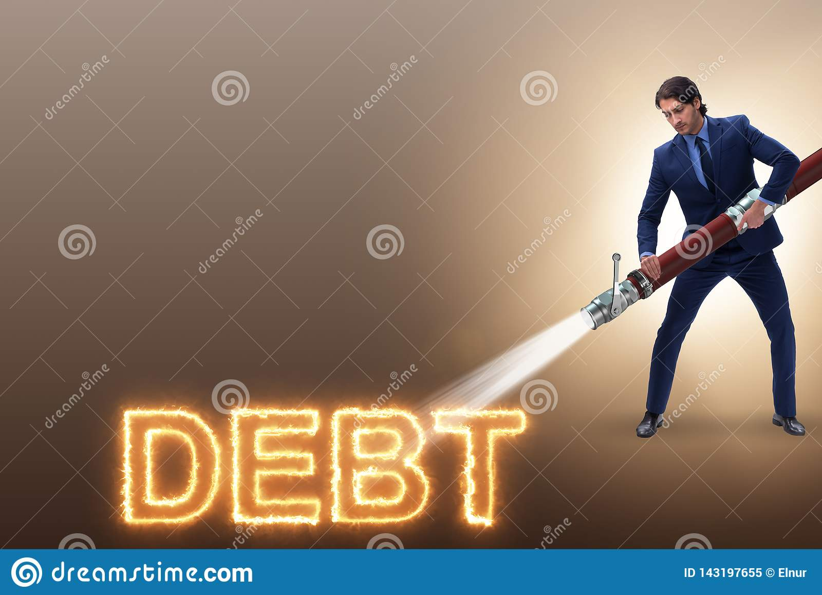 El hombre de negocios que paga apagado sus deudas y préstamos