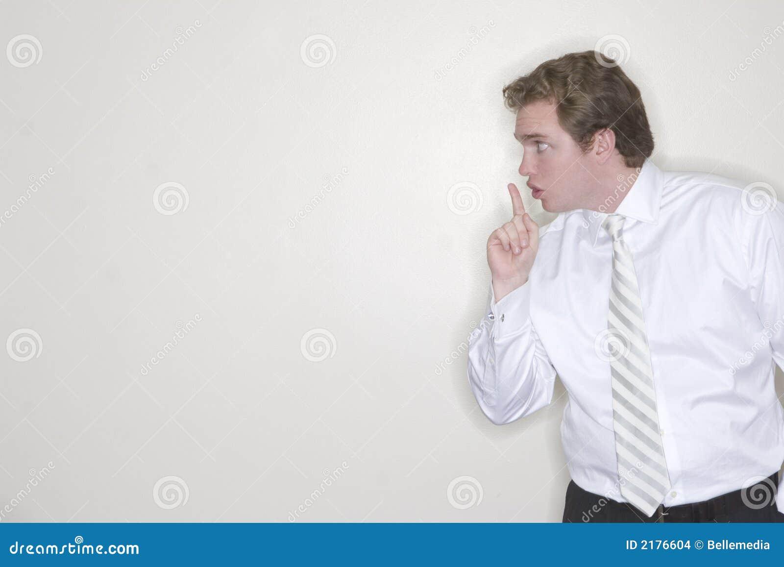 El hombre de negocios quiere silencio