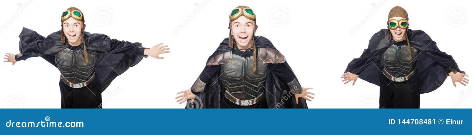 El hombre divertido joven en traje de la armadura