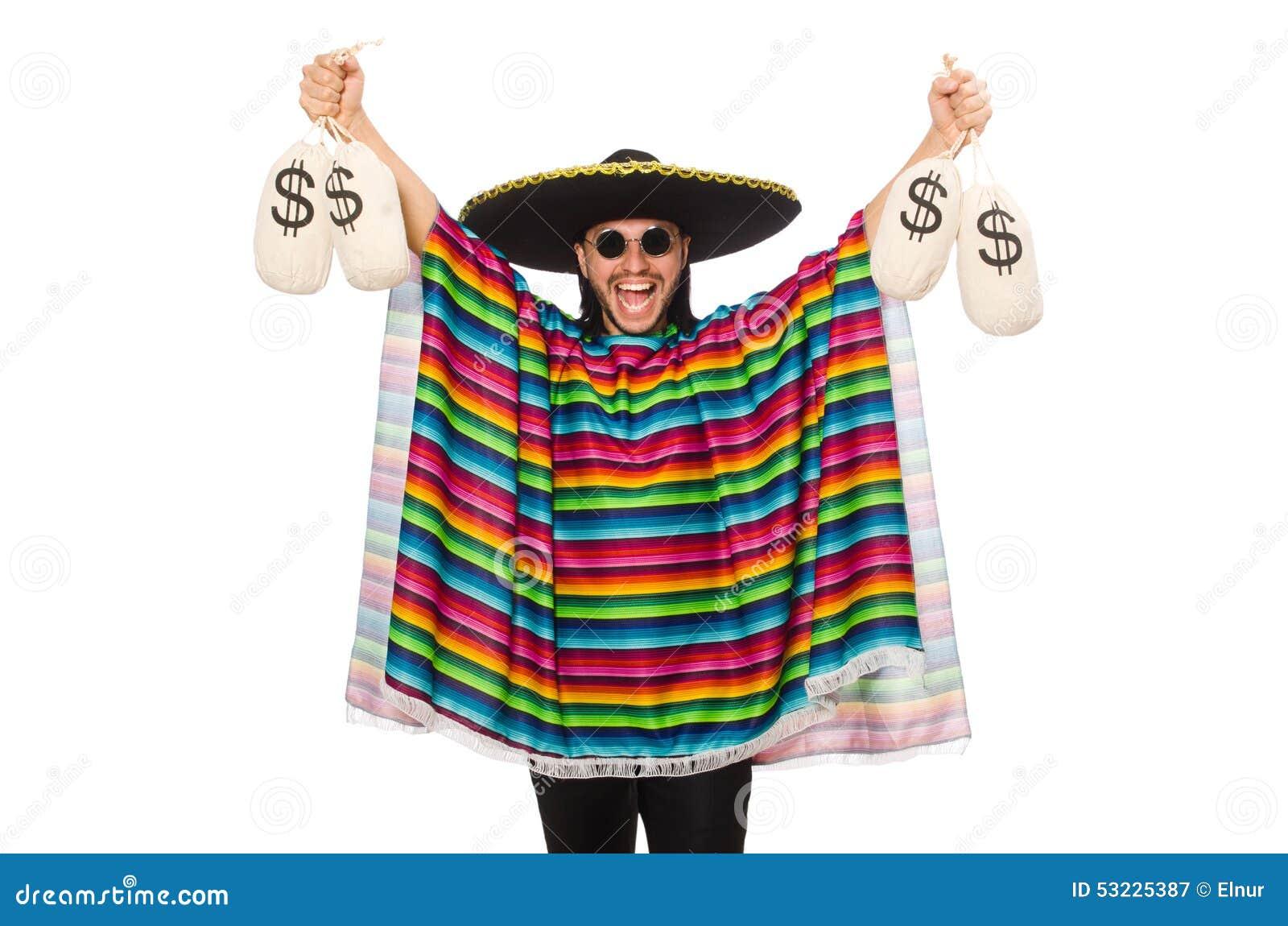 El hombre hermoso en el poncho vivo que sostiene el dinero empaqueta