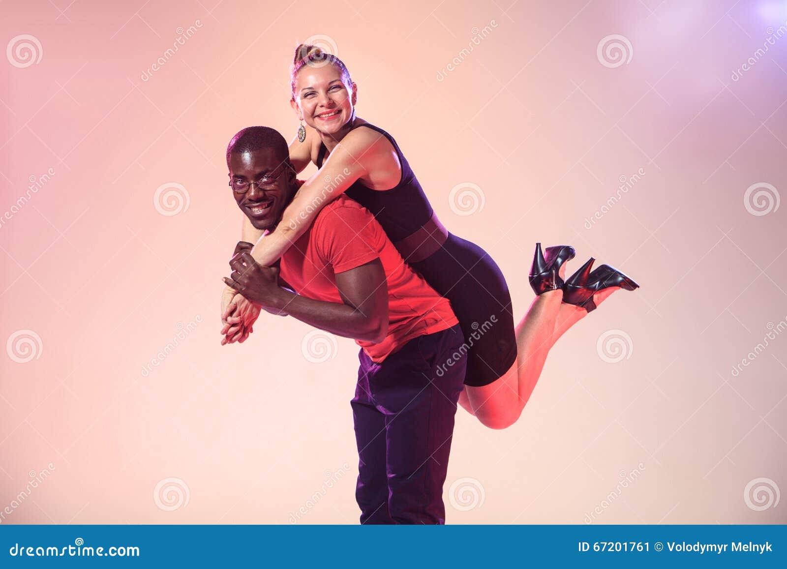 Hombre Negro Y Mujer Blanca En Amor Stock Photos - 331 Images
