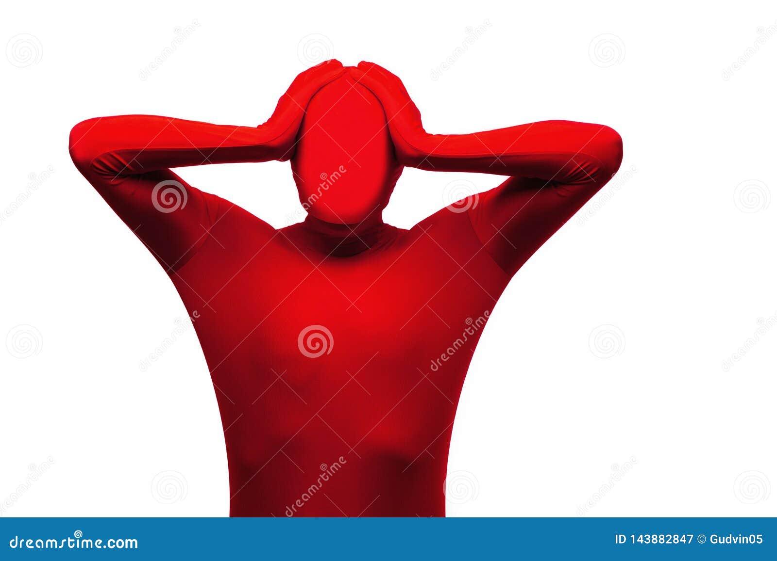 El hombre rojo lleva a cabo su concepto de la cabeza, de la tensión, del dolor de cabeza y de la frustración Aislado en blanco
