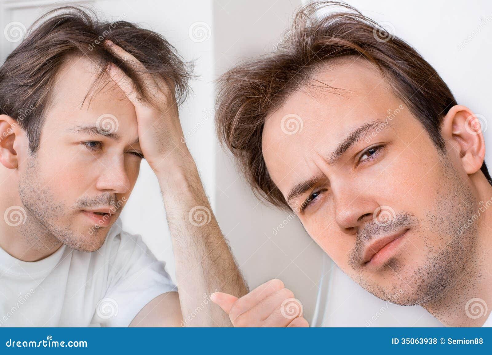 El hombre soñoliento sufre de resaca